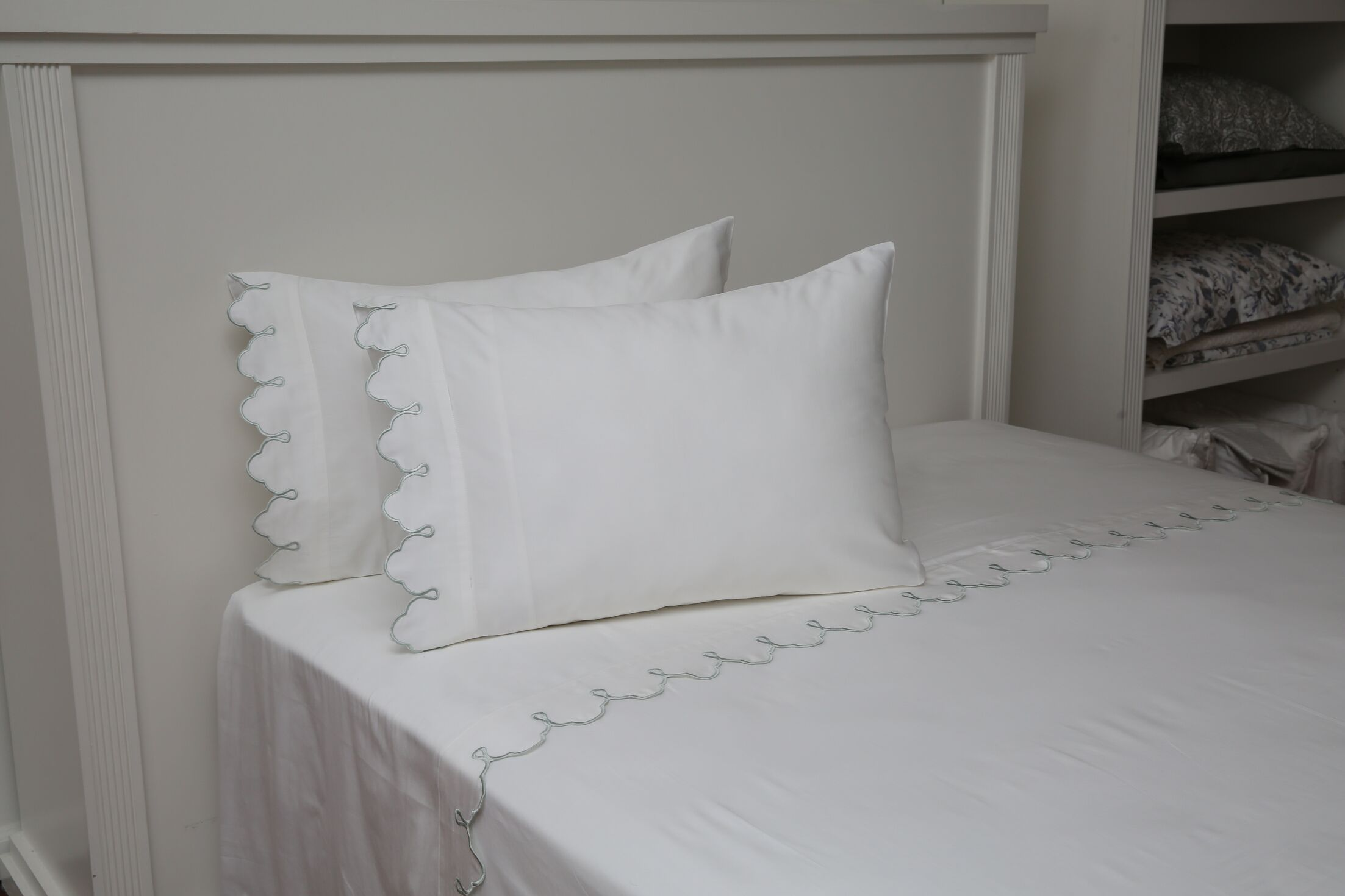 Claudie Embroidered 300 Thread Count 100% Cotton Sheet Set Size: Twin, Color: White
