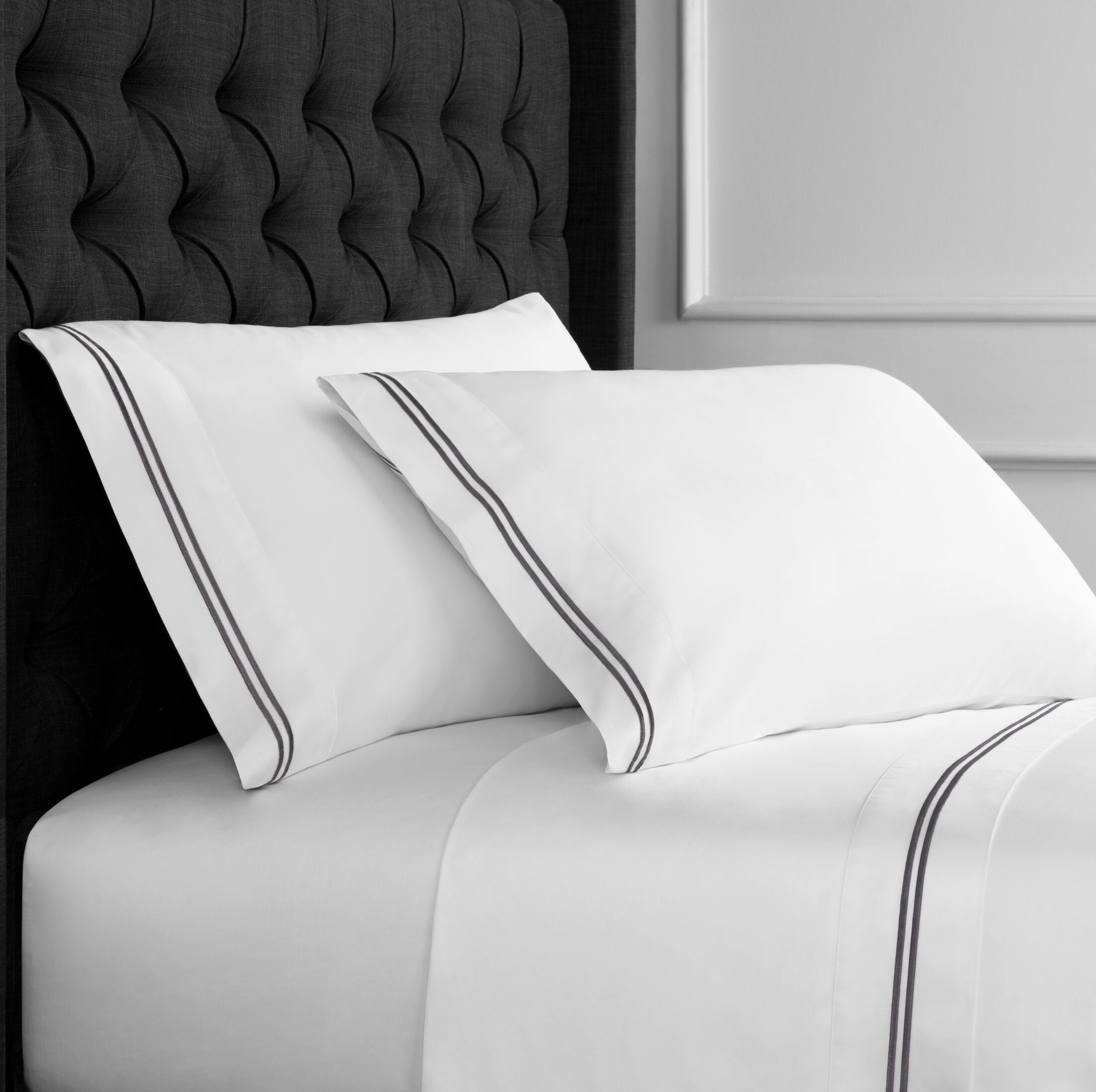 Drakeford Embroidered 600 Thread Count Sheet Set Size: King, Color: Charcoal Gray