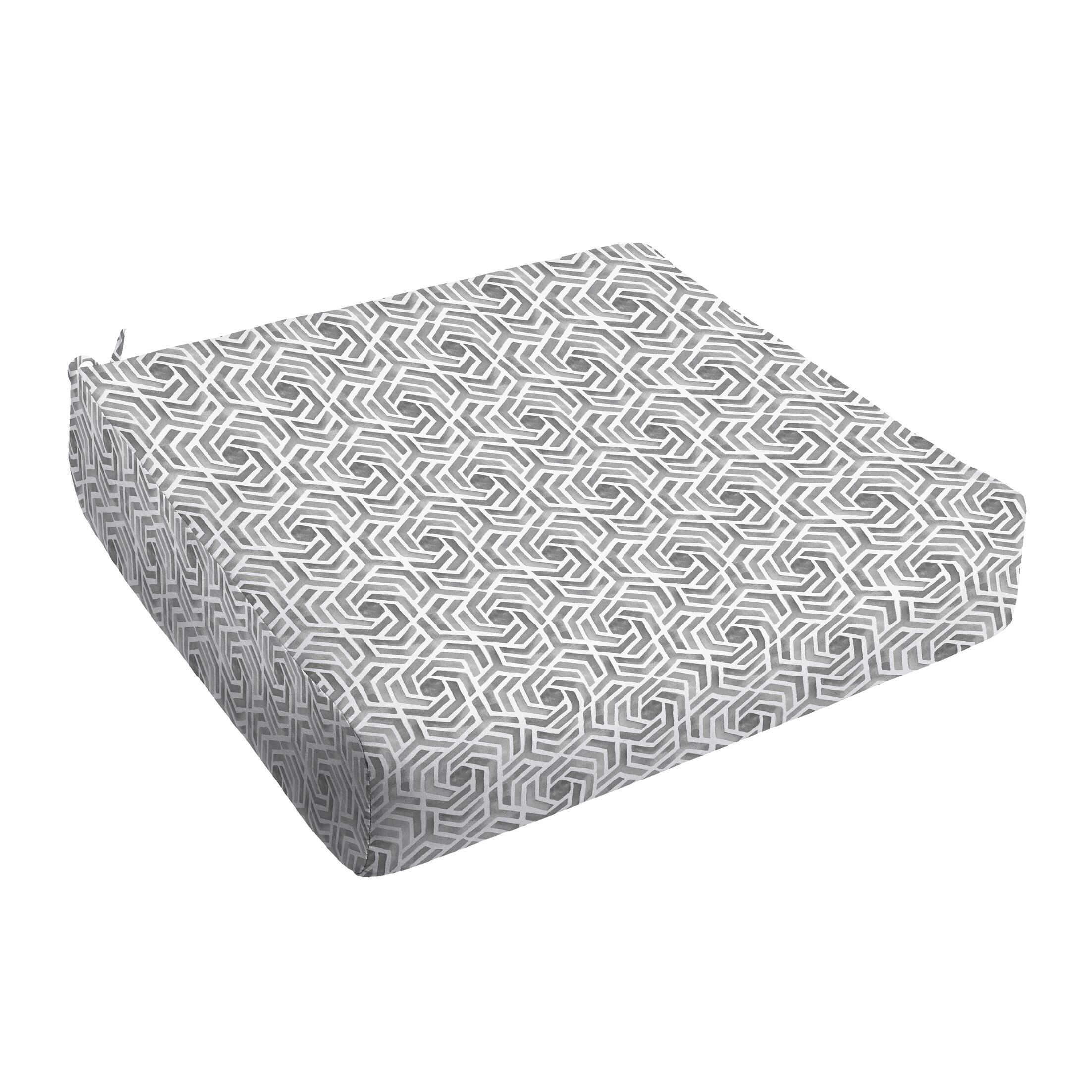 Indoor/Outdoor Dining Chair Cushion Size: 5