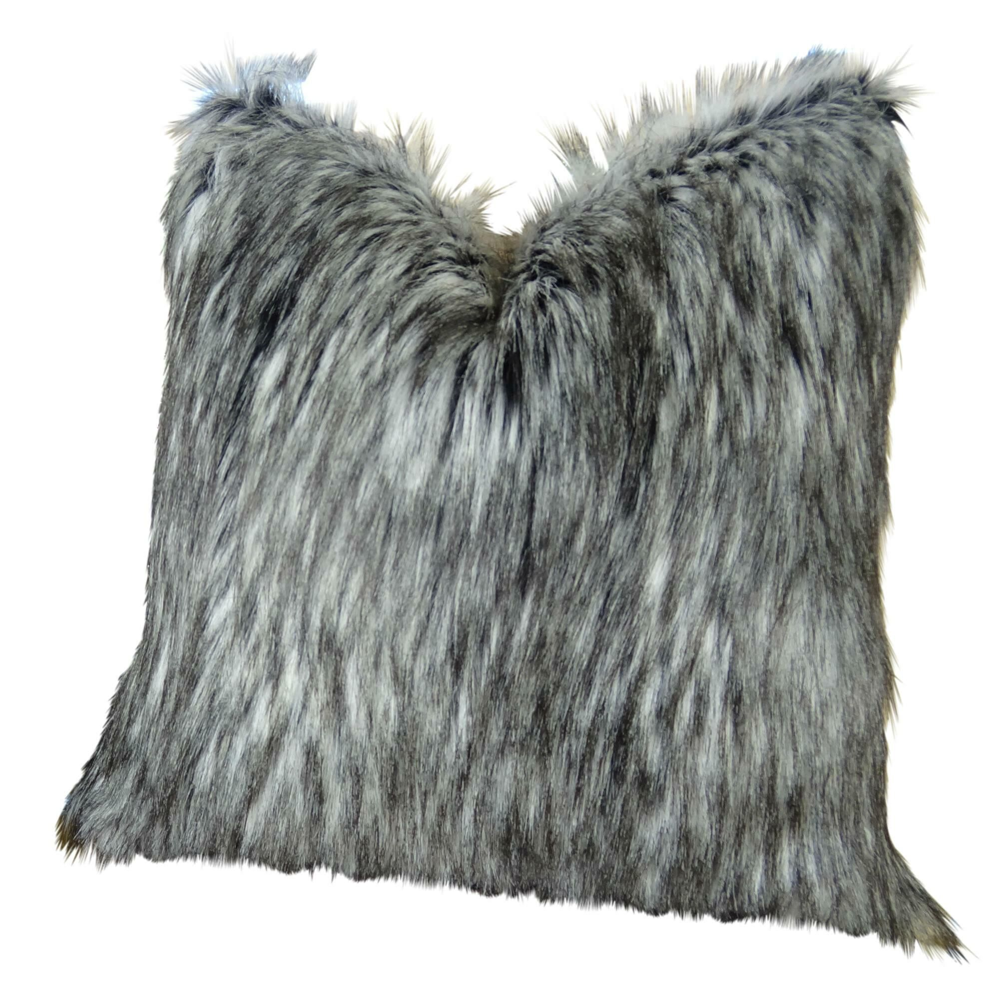 Wagaman Siberian Husky Faux Fur Pillow Fill Material: 95/5 Feather/Down, Size: 12