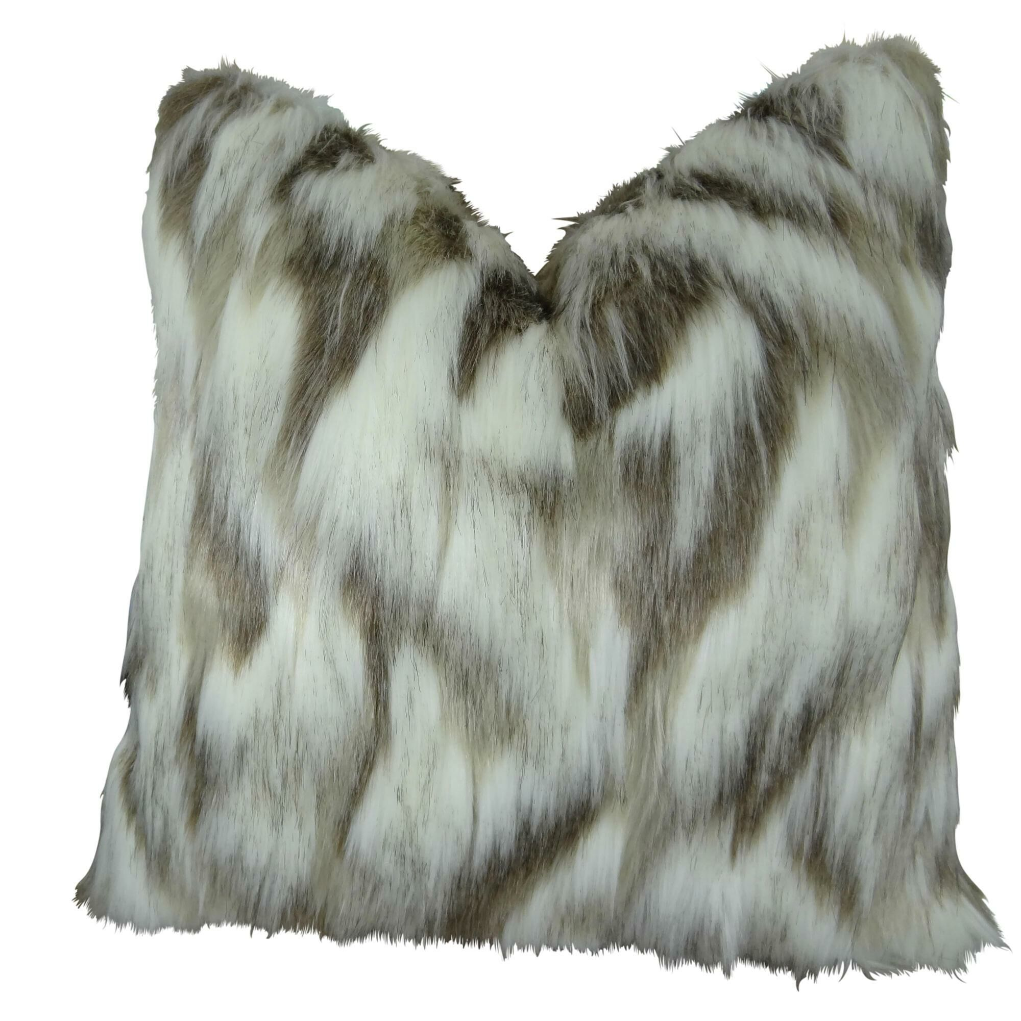 Wafer Luxury Fox Faux Fur Pillow Fill Material: H-allrgnc Polyfill, Size: 16