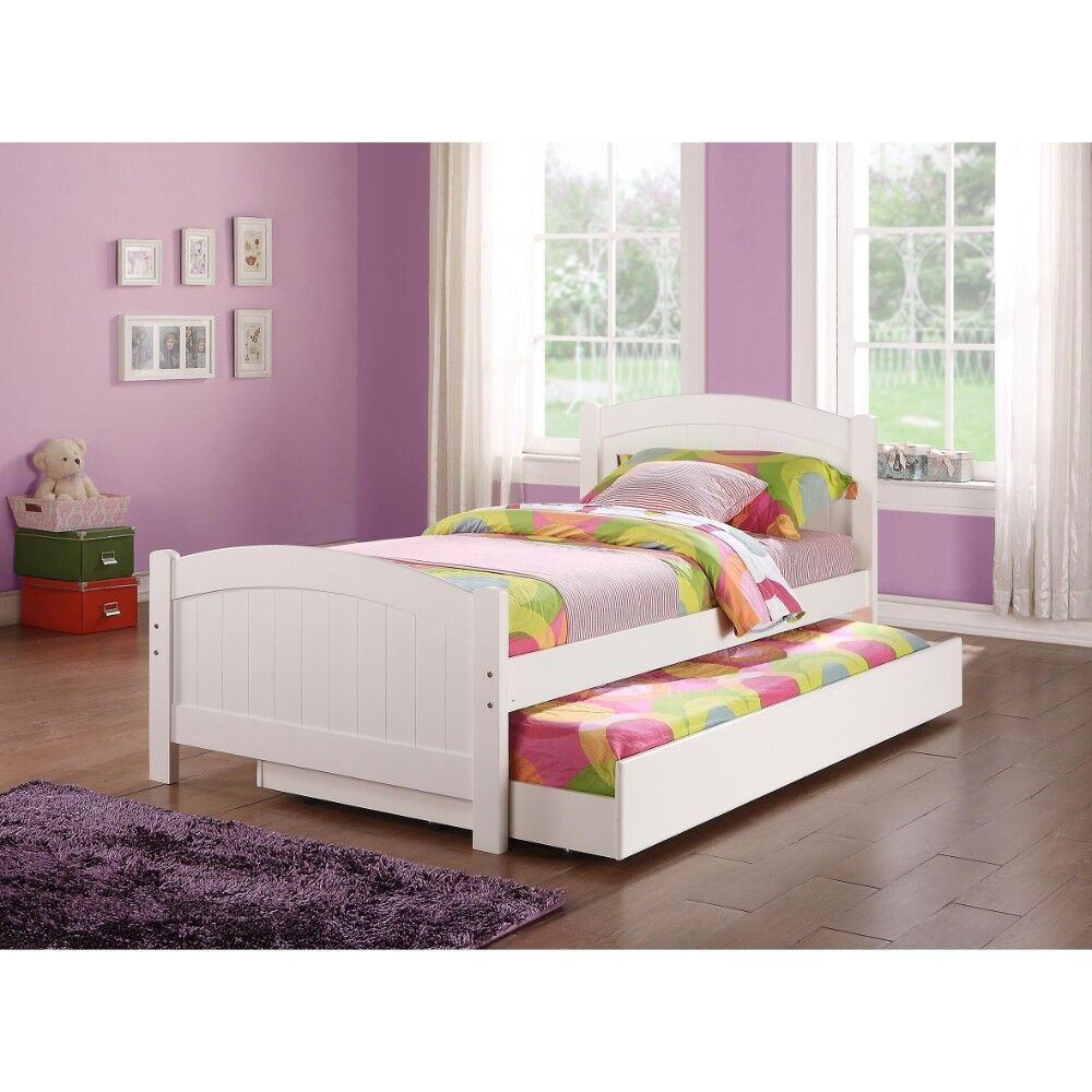 Creeve Fascinating Platform Bed Size: Twin, Color: White