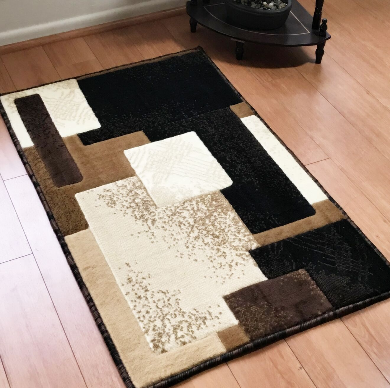Freshman Traditional Black/Beige Area Rug Rug Size: Rectangle 4' x 6'