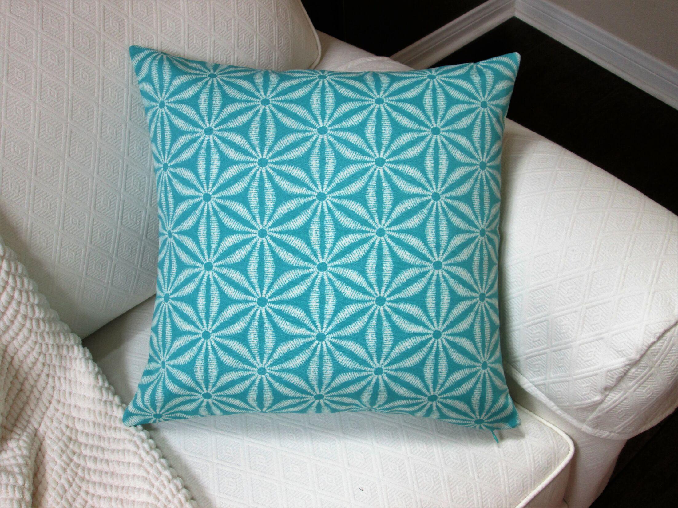 Louison Coastal Starfish Indoor/Outdoor Pillow Color: Teal