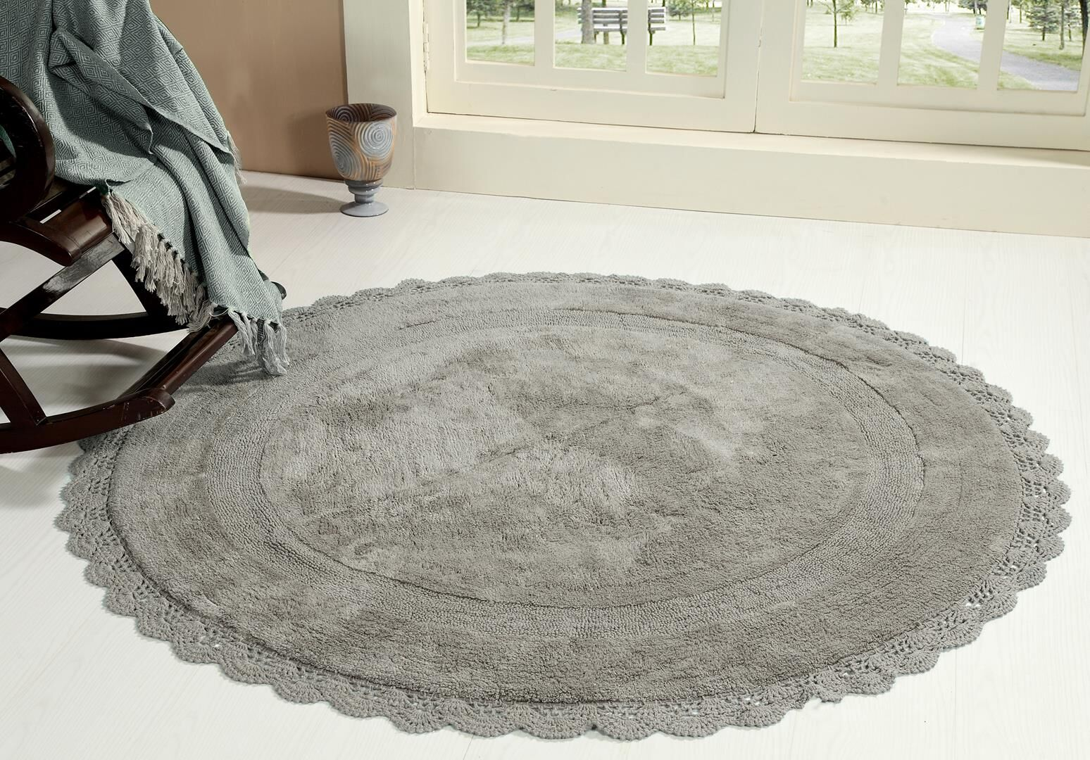 Wininger Round Crochet Designer Plush Cotton Rug (60 inches, Grey)