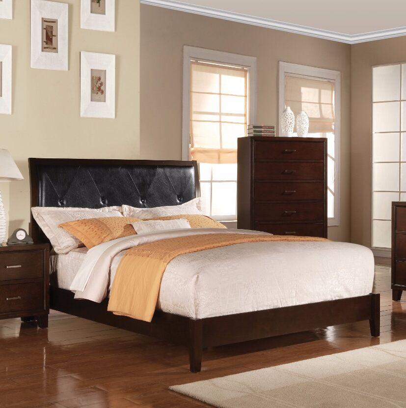Antonelli Queen Upholstered Sleigh Bed