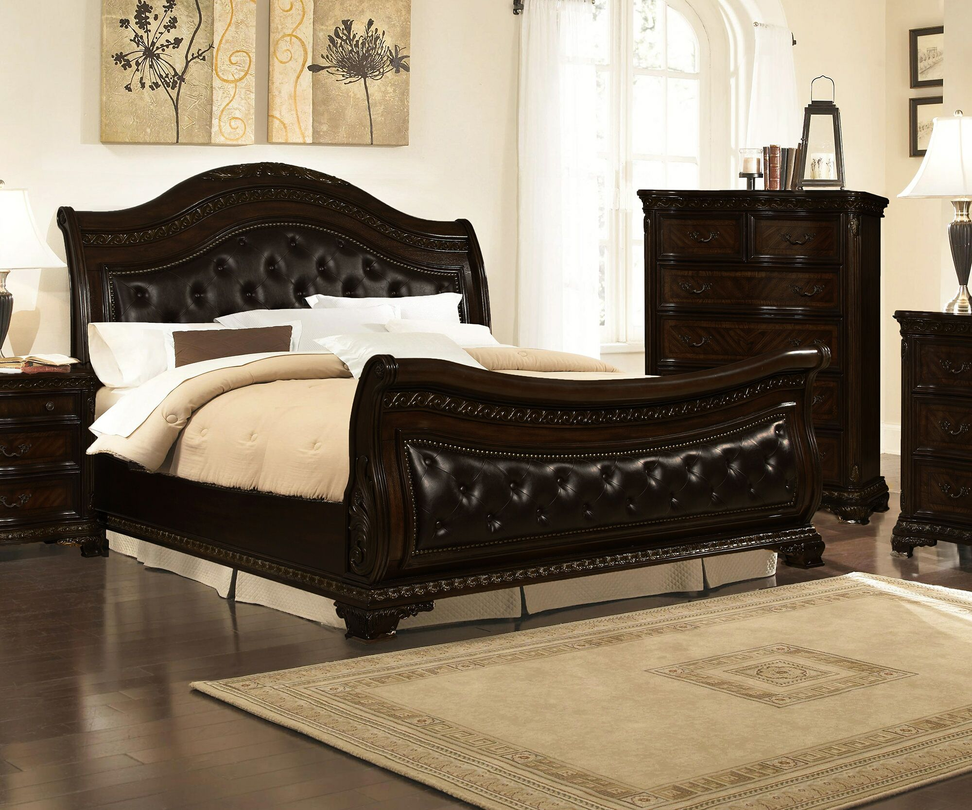 Seng Upholstered Sleigh Bed Size: Queen