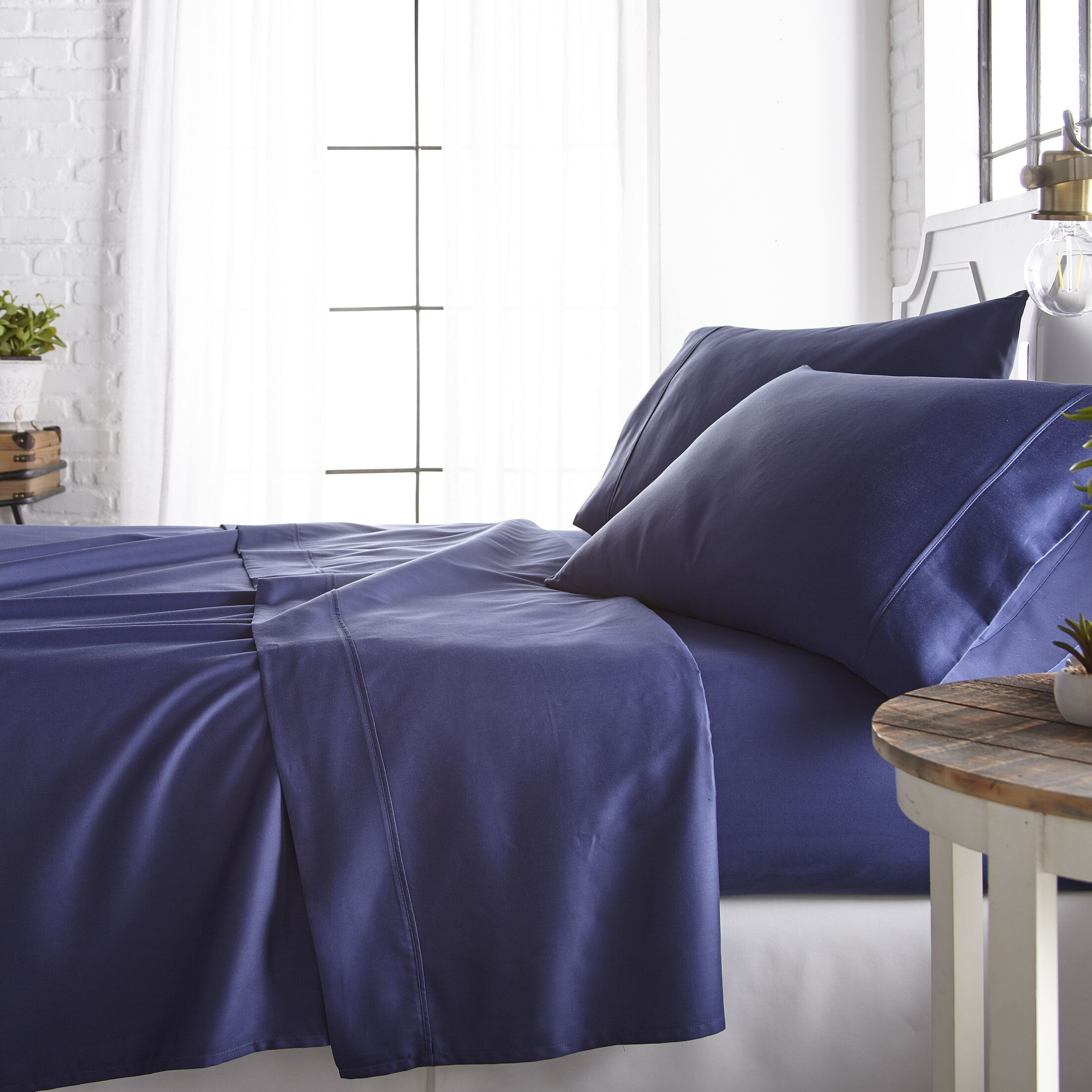 Rosaline 800 Thread Count Rich Percale Sheet Set Size: California King, Color: Navy