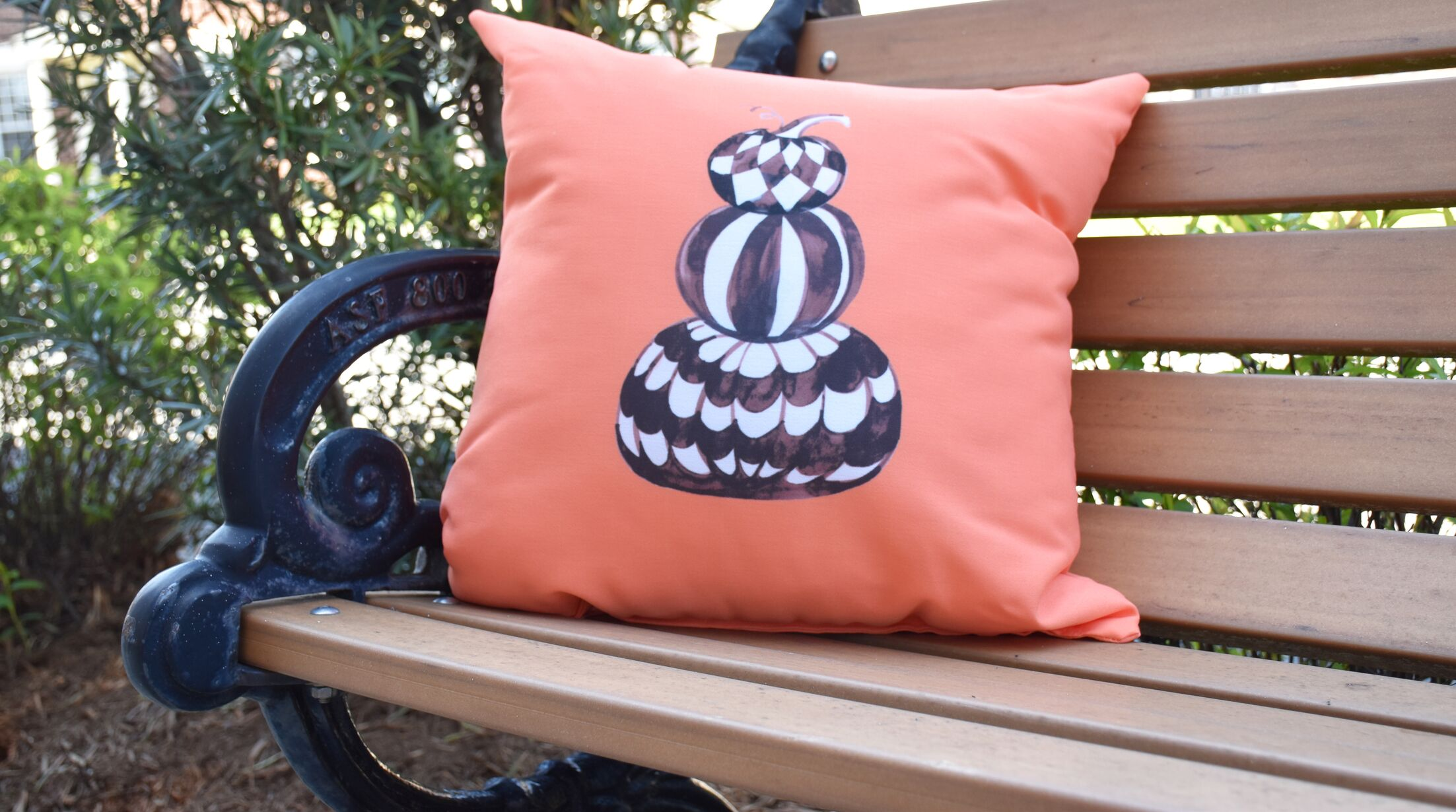 Maser Pumpkin Stack Halloween Outdoor Throw Pillow Size: 16