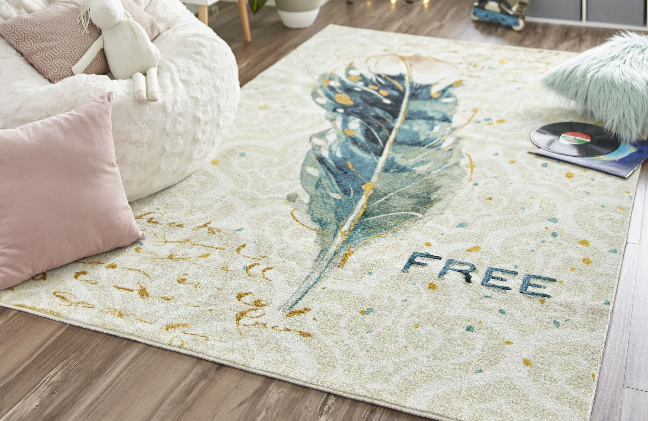 Engler Free Feather Ivory Area Rug Rug Size: Rectangle 5' x 8'
