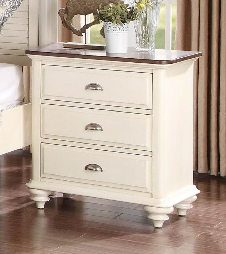 Landgraf Wooden 3 Drawer Nightstand