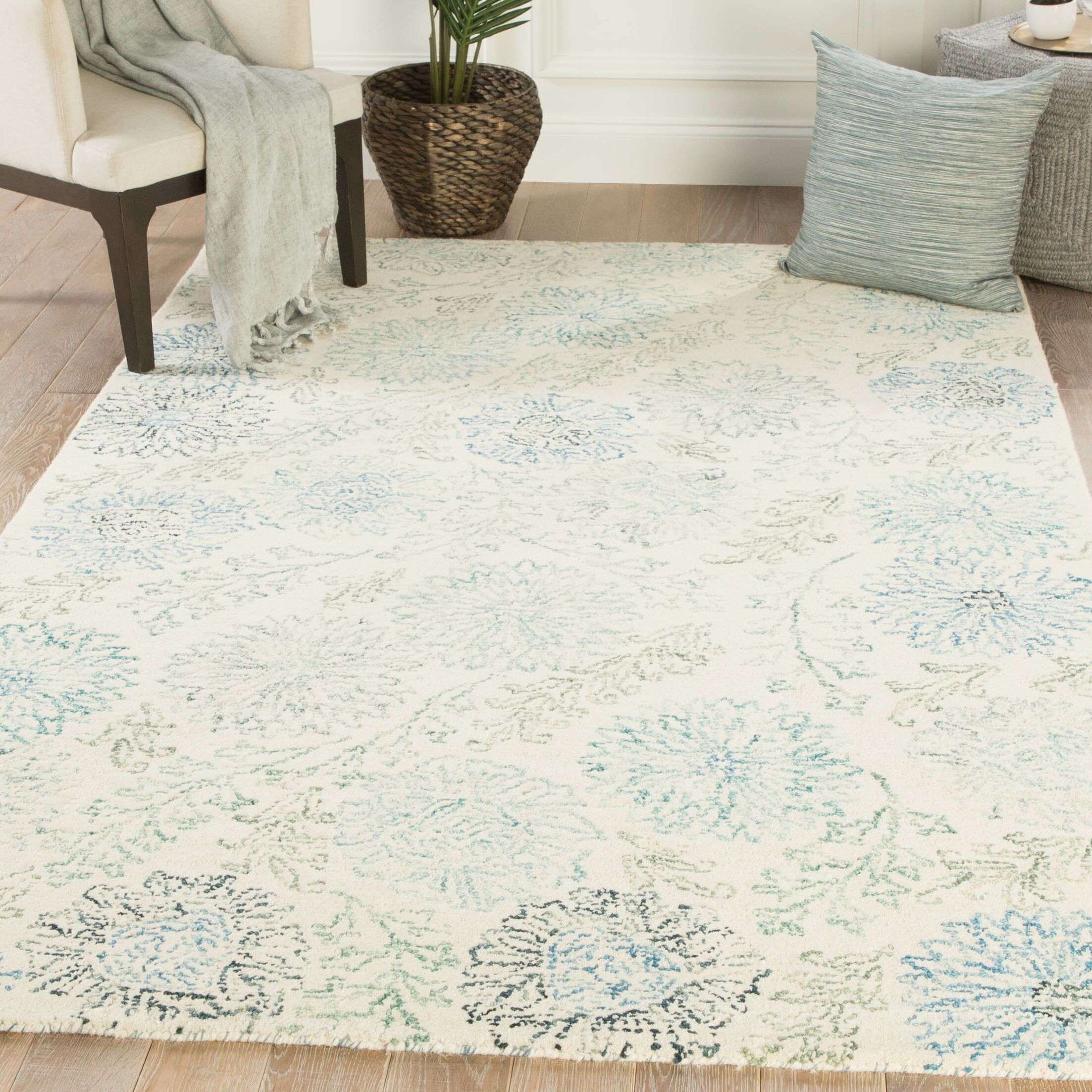 Rushin Zinnia Floral Hand-Tufted Blue/Ivory Area Rug Rug Size: Rectangle 8' x 10'