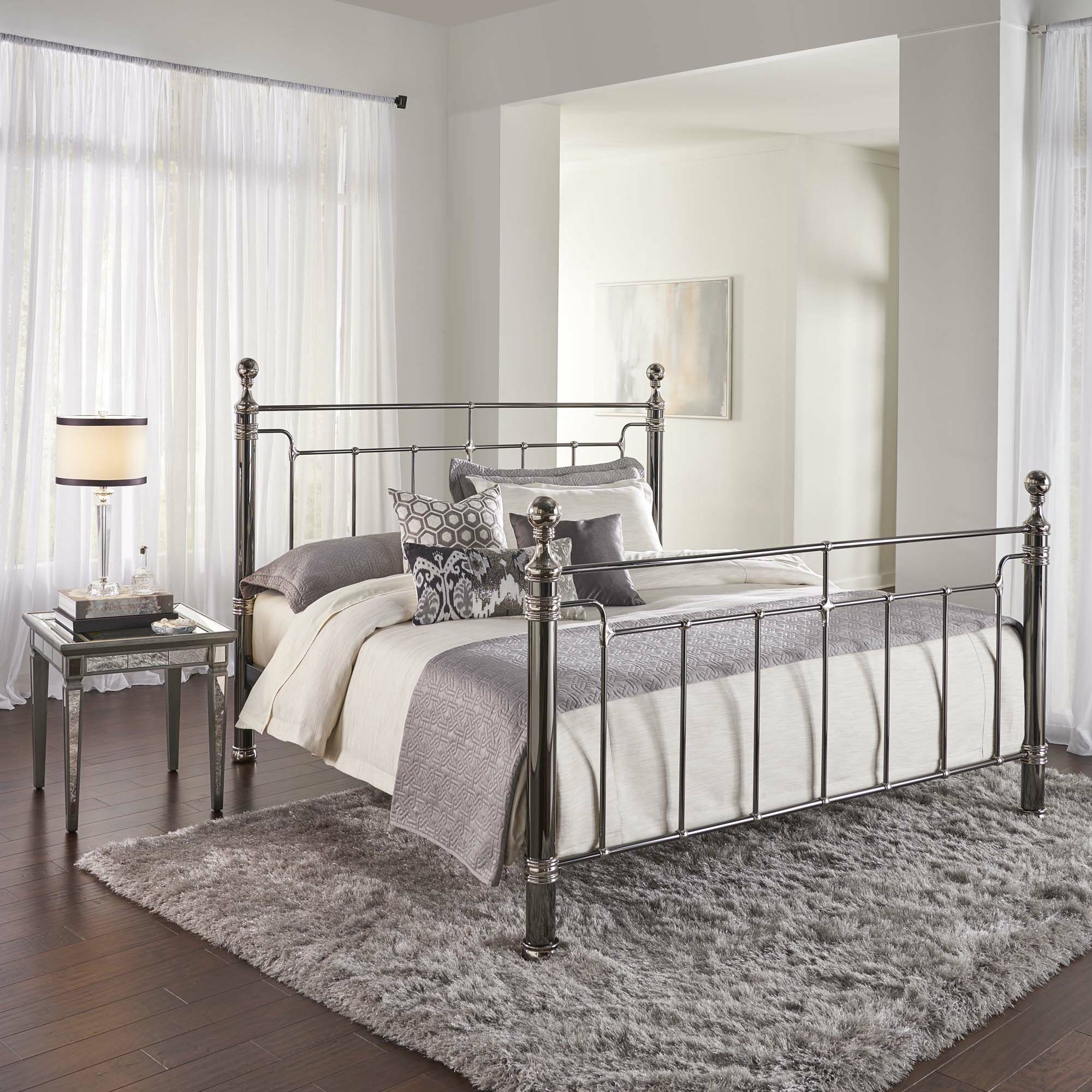 Chittening Panel Bed Size: California King