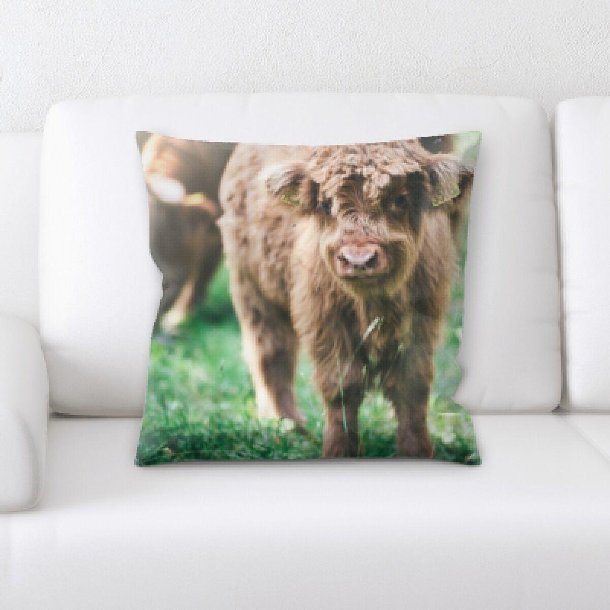 Eaman Animal (63) Throw Pillow