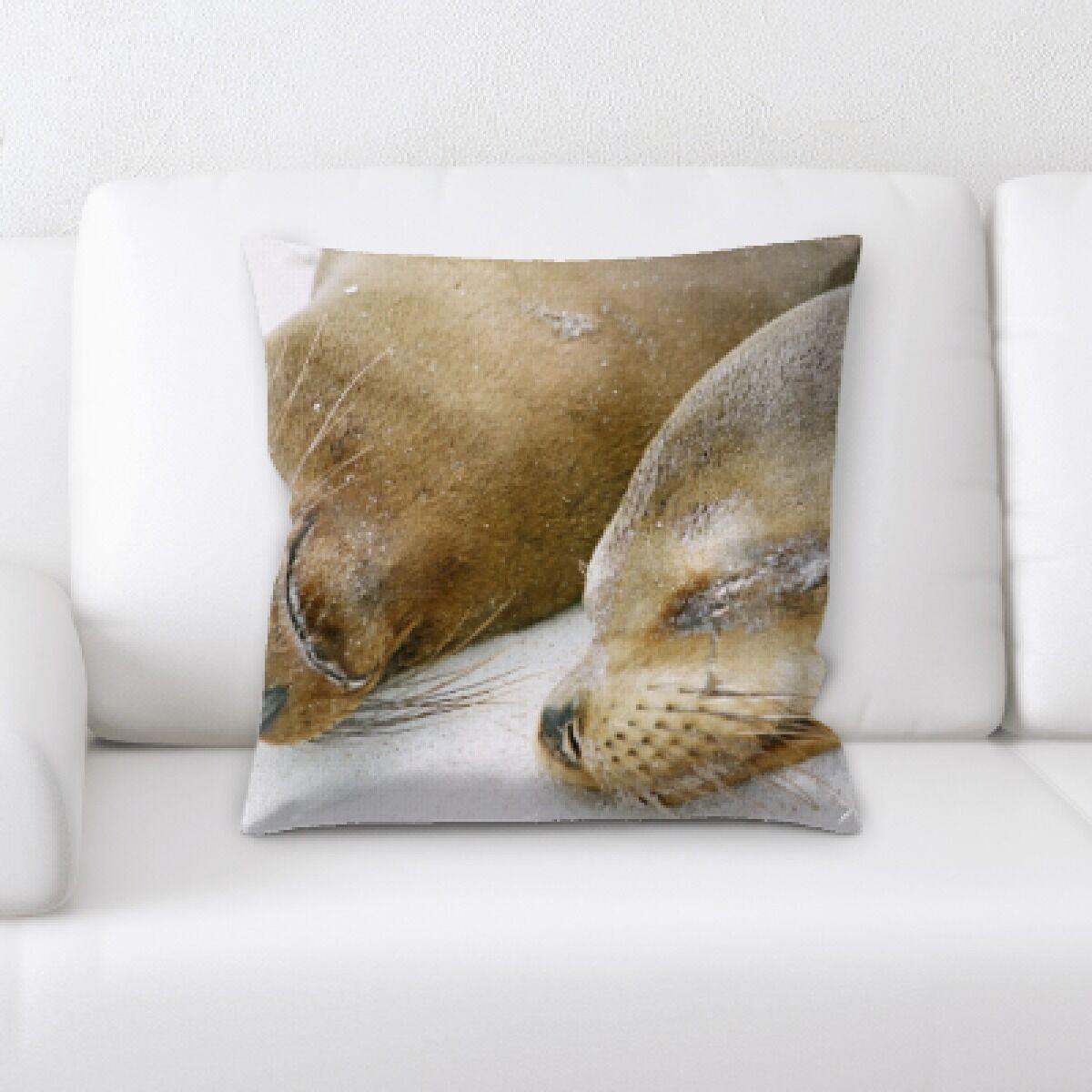 Eaman Animal (73) Throw Pillow