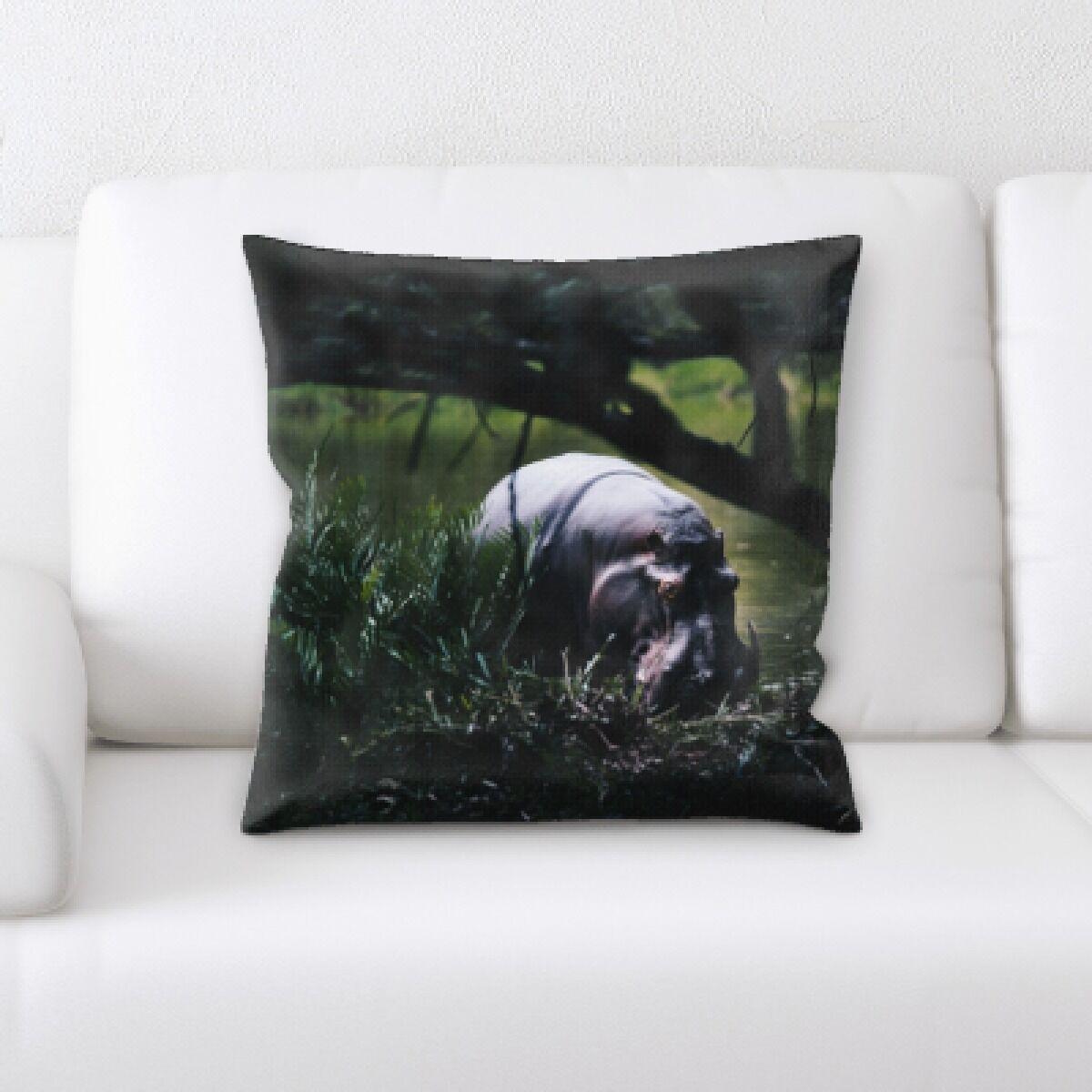 Eaman Animal (75) Throw Pillow