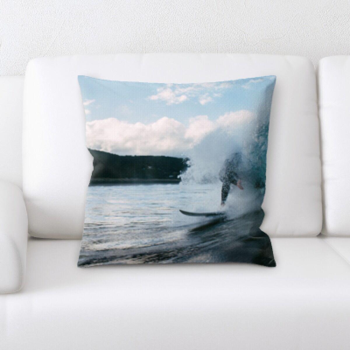 Guerrero The Great Sea (18) Throw Pillow