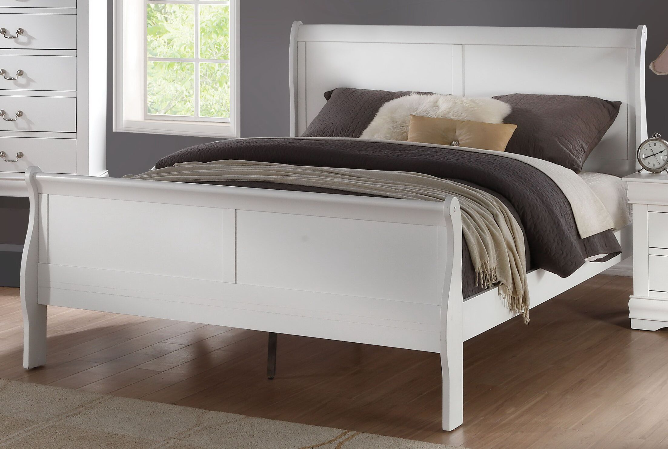 Elim Sleigh Bed Size: Full, Color: White