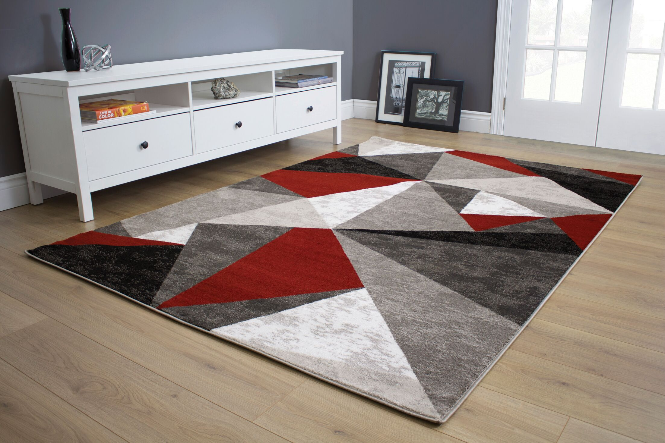 Mariam Triangles Red/Black Area Rug