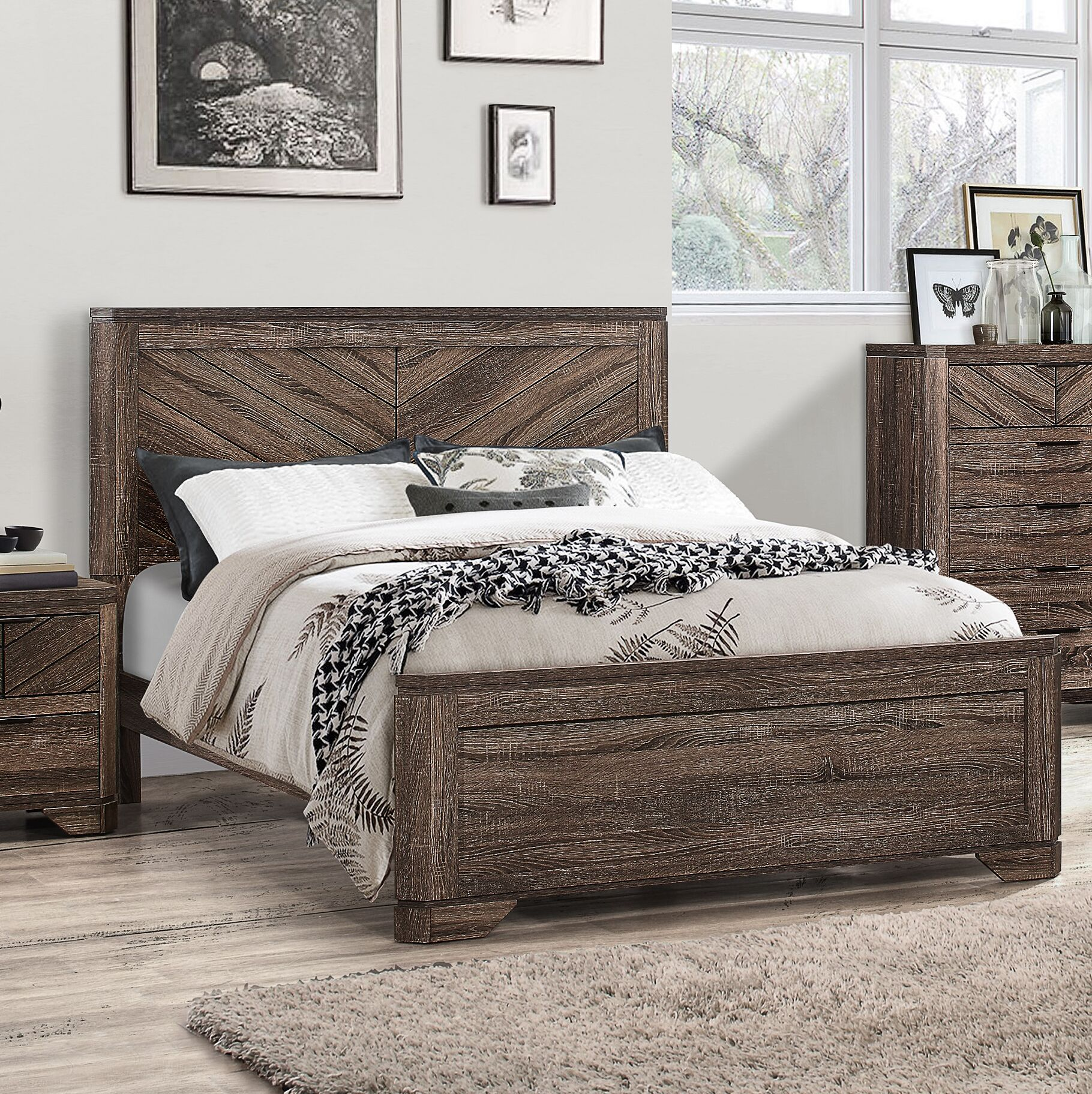 Lyle Panel Bed Size: King