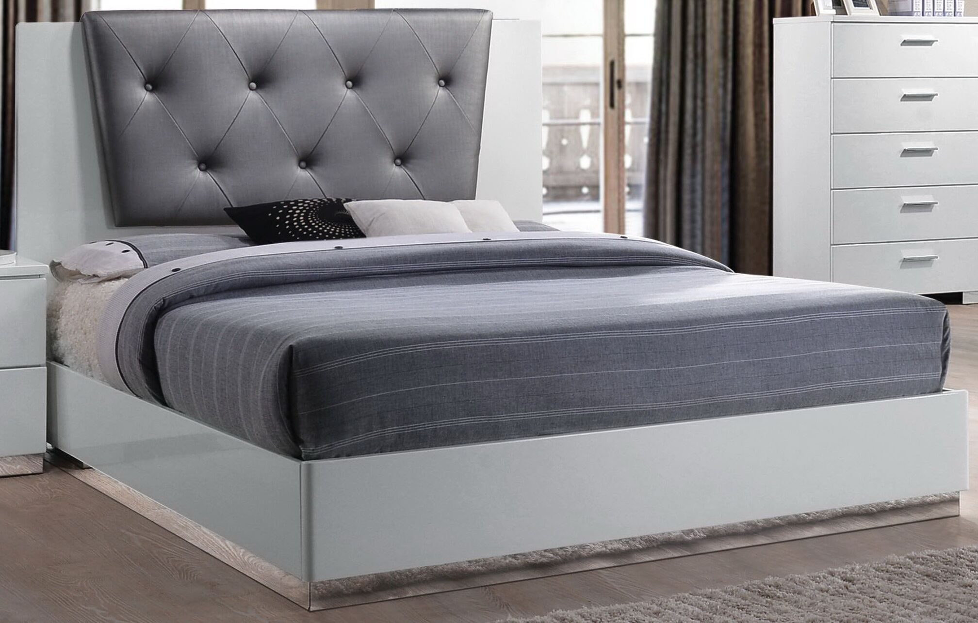 Dias Upholstered Panel Bed Size: Queen