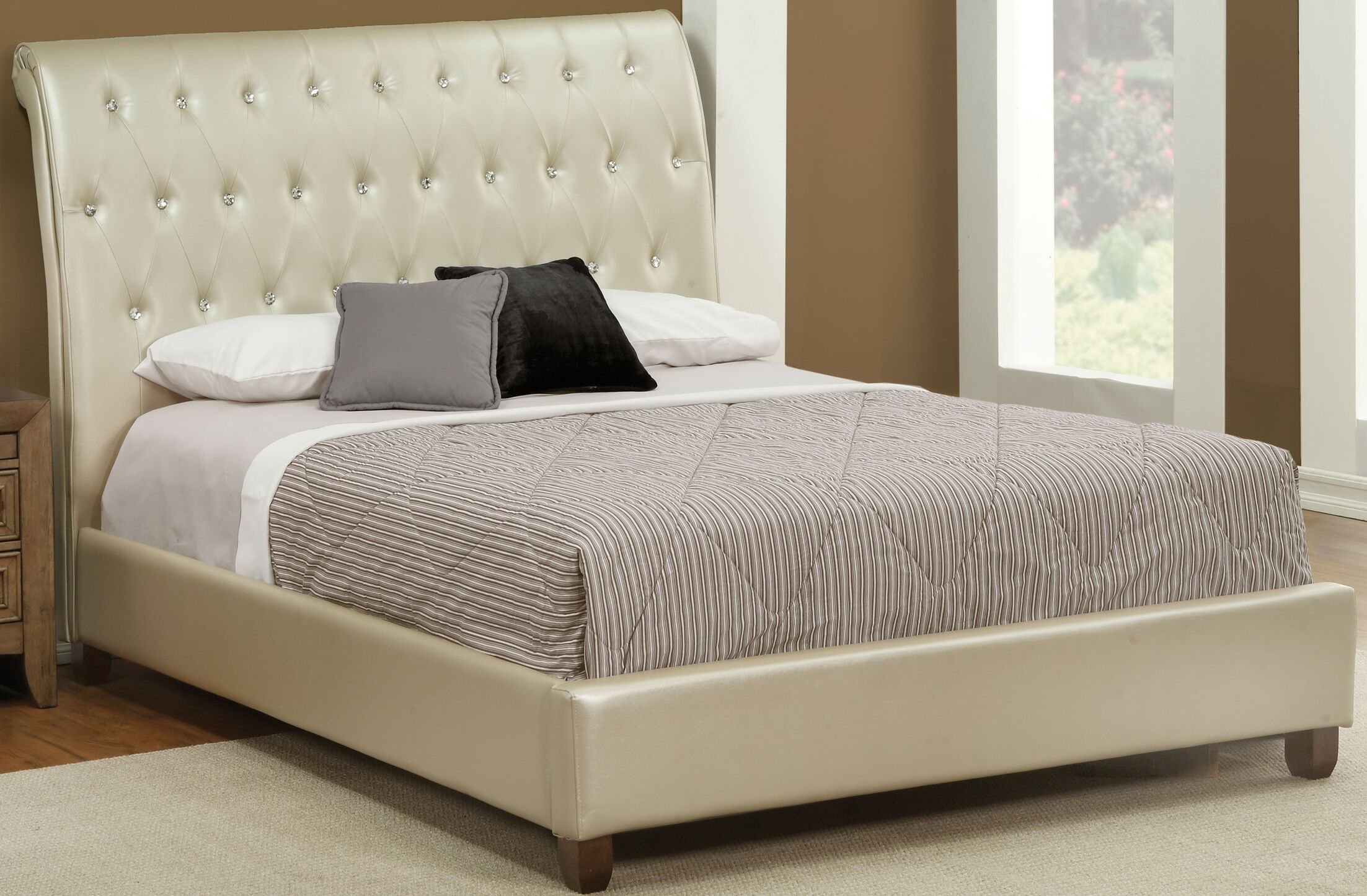 Branden Upholstered Sleigh Bed Size: Queen