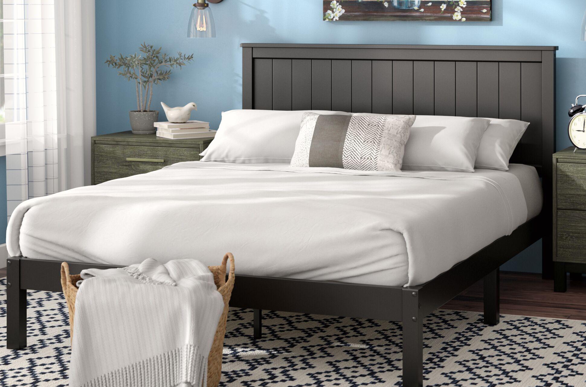 Holstein Wood Cottage Style Platform Bed Size: Queen