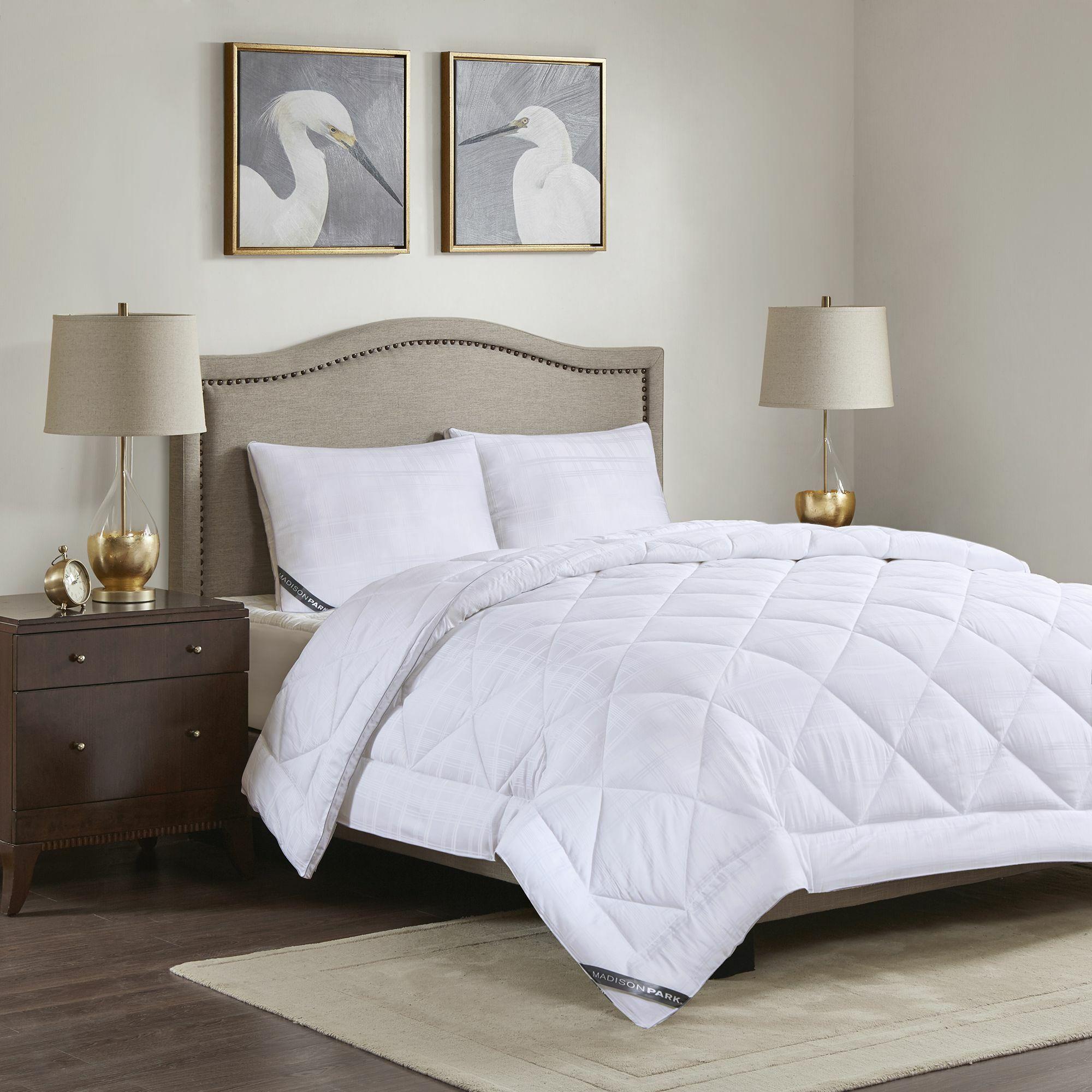 525 Thread Count Cotton Rich All Season Down Alternative Comforter Size: King