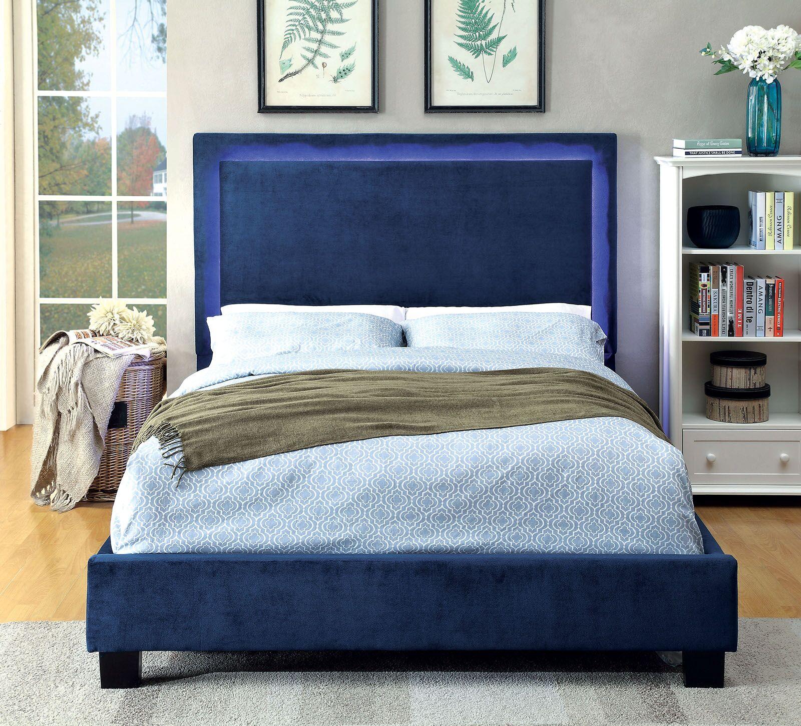 Inverness Upholstered Platform Bed Size: Queen, Color: Navy