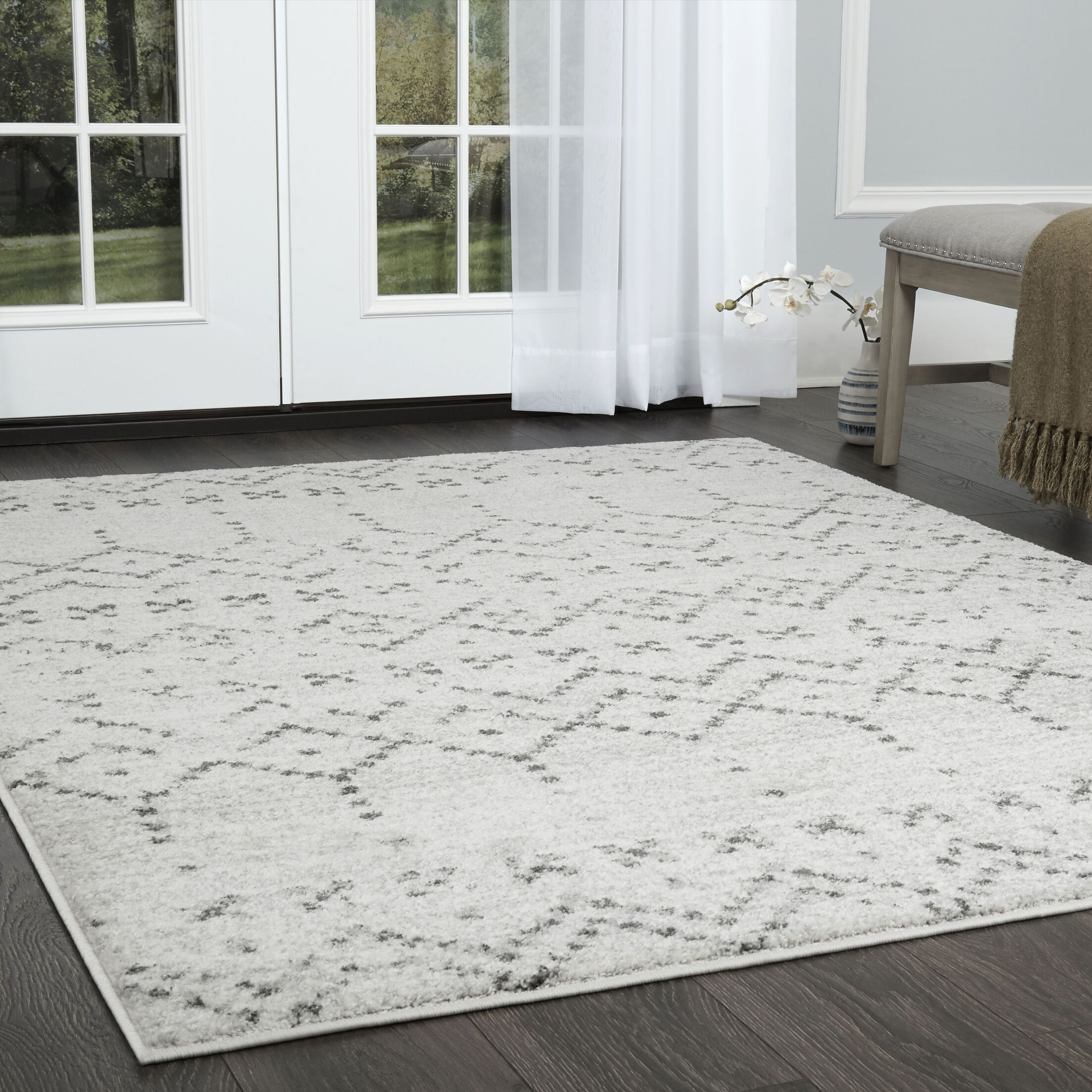 Spain Distressed Ivory Area Rug Rug Size: Rectangle 3'11