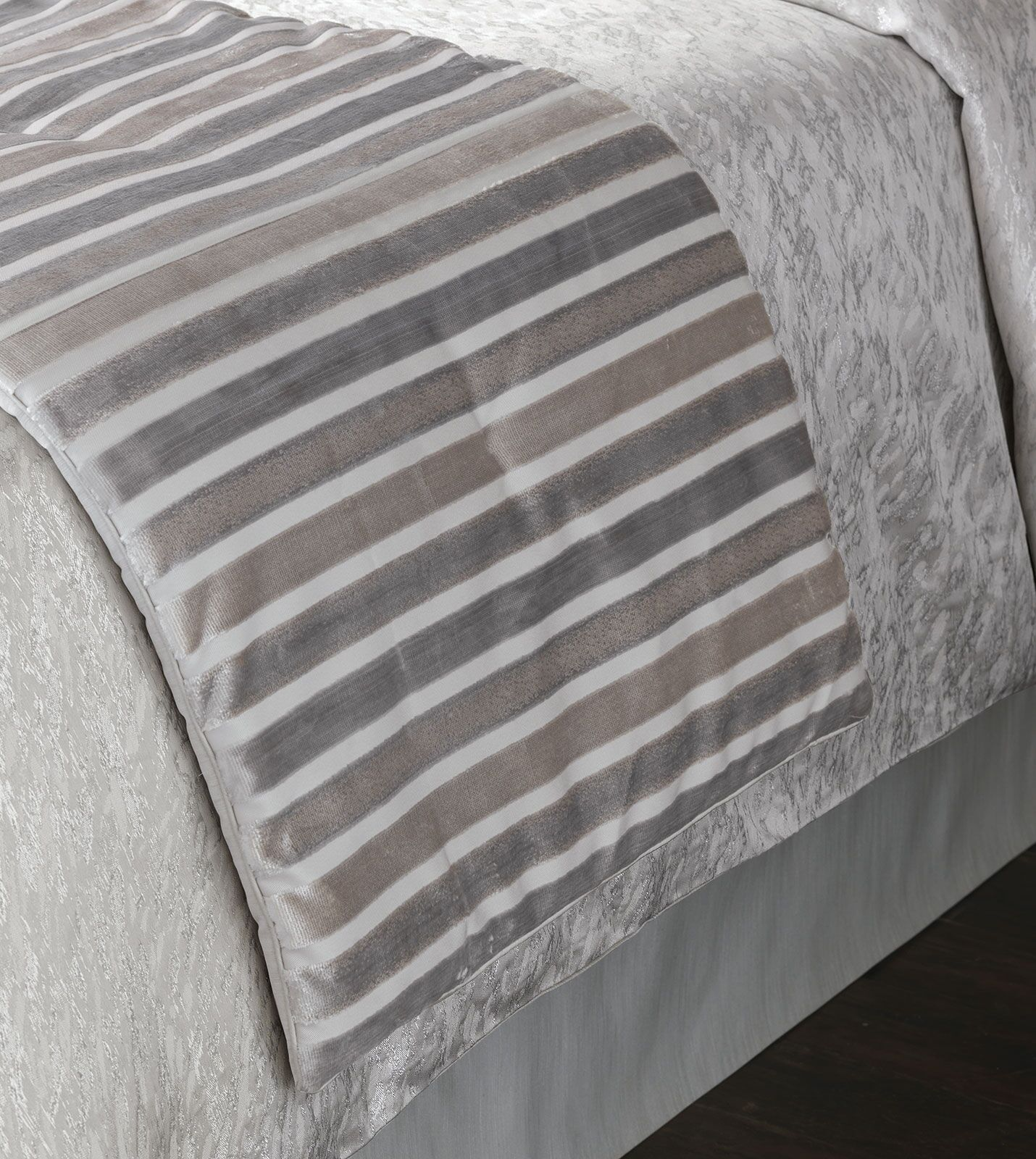 Vionnet Gaia Sterling Bed Runner Size: King