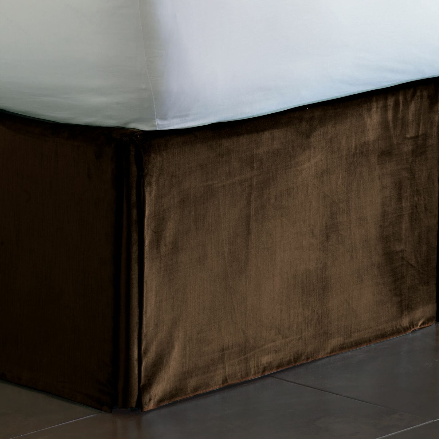 Lucerne Pleated Bed Skirt Size: California King, Color: Mocha