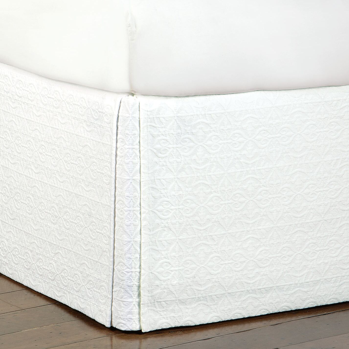 Mea Matelasse Cotton Bed Skirt Color: White, Size: Queen