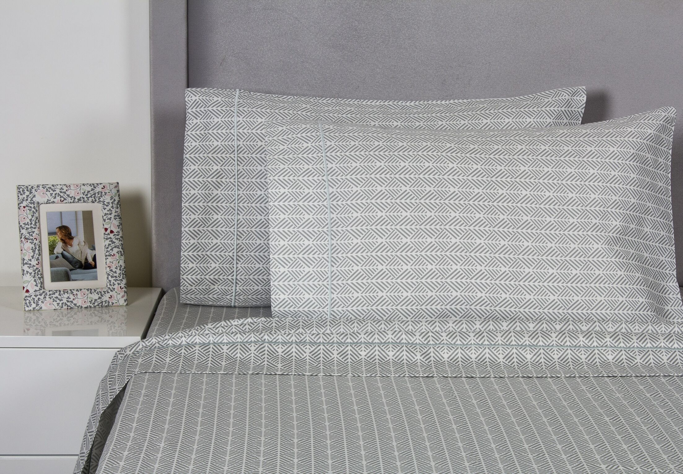 Arrows 400 Thread Count Cotton Sheet Set Size: Queen, Color: Gray