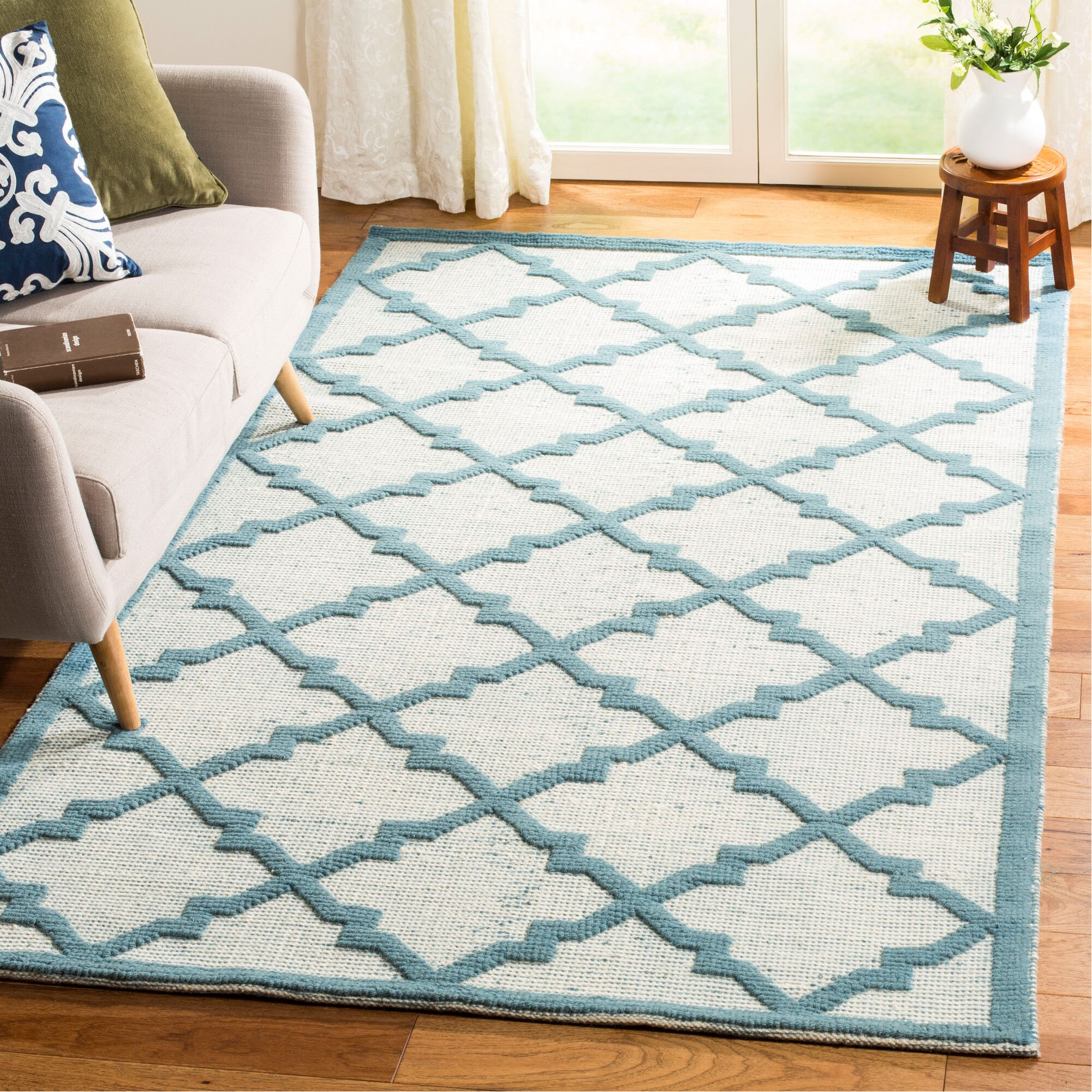 Martha Stewart Puzzle Floral Ivory/Blue  Rug Rug Size: Rectangle 5' x 8'