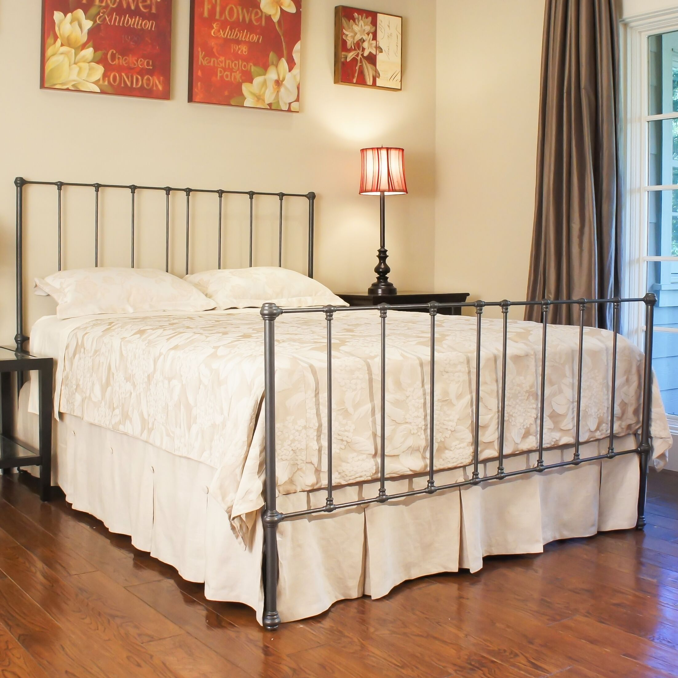 Edmonton Panel Bed Size: Queen