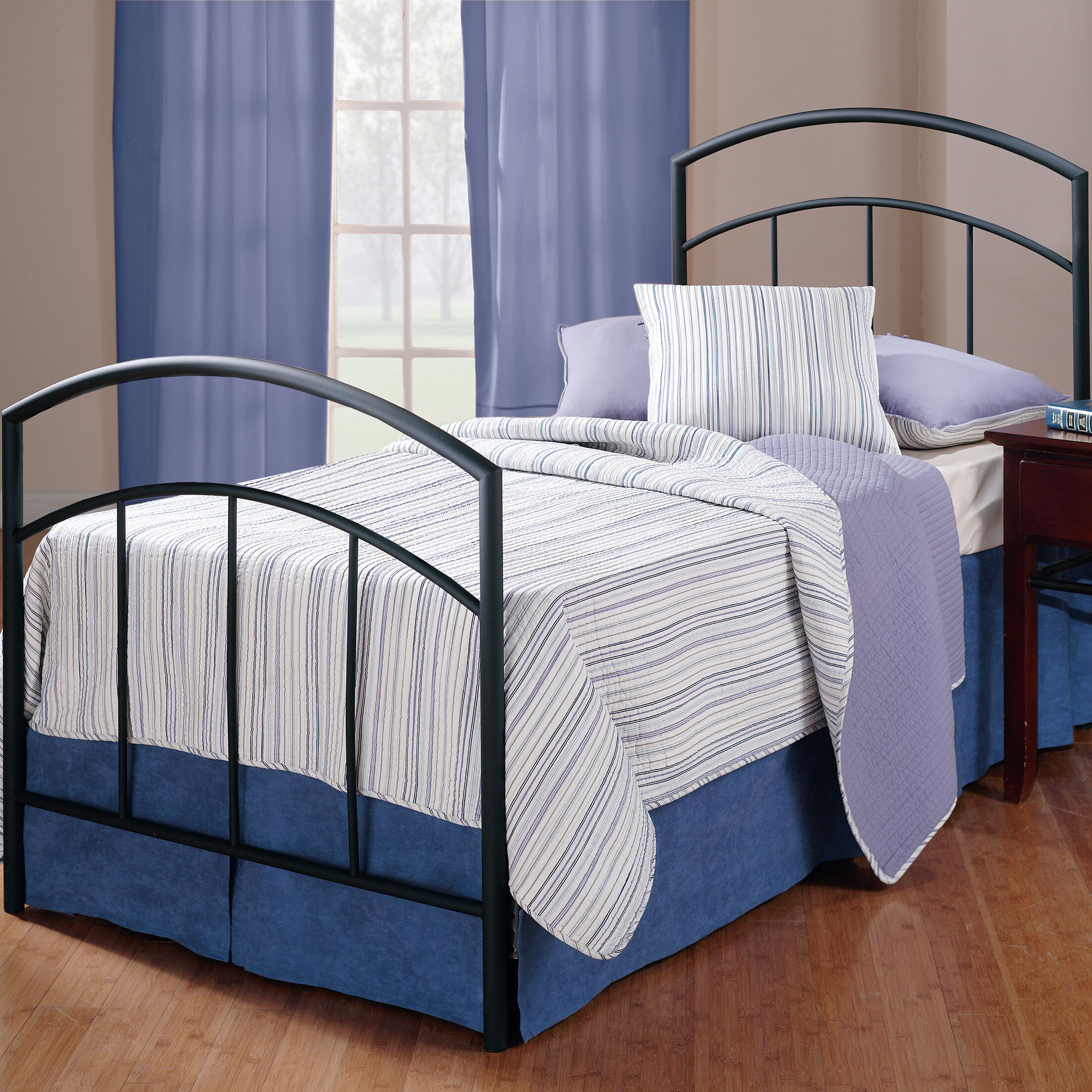 Raven Panel Bed Size: Twin