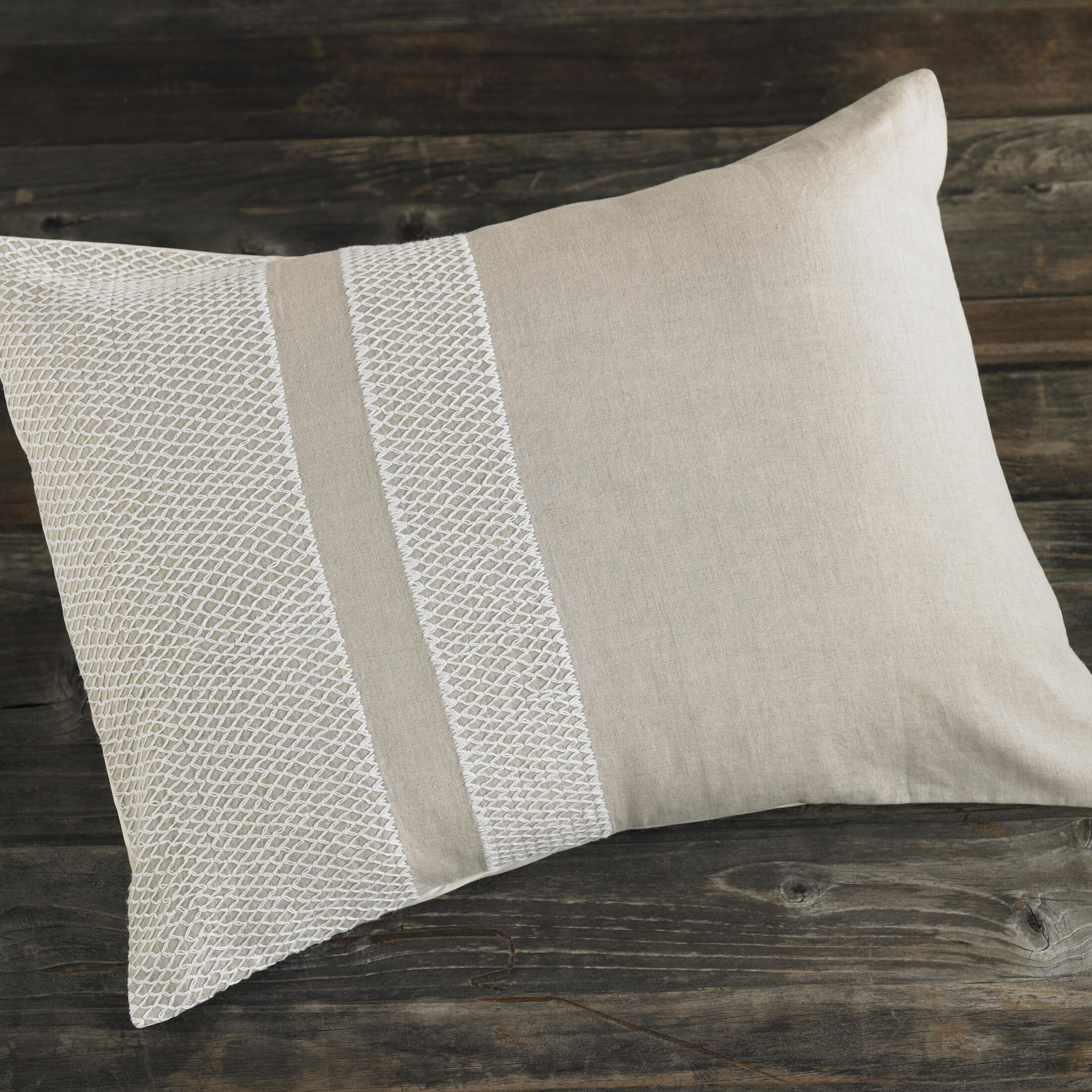 Labyrinth Embroidered Linen Sham Size: Euro, Color: White/Indigo