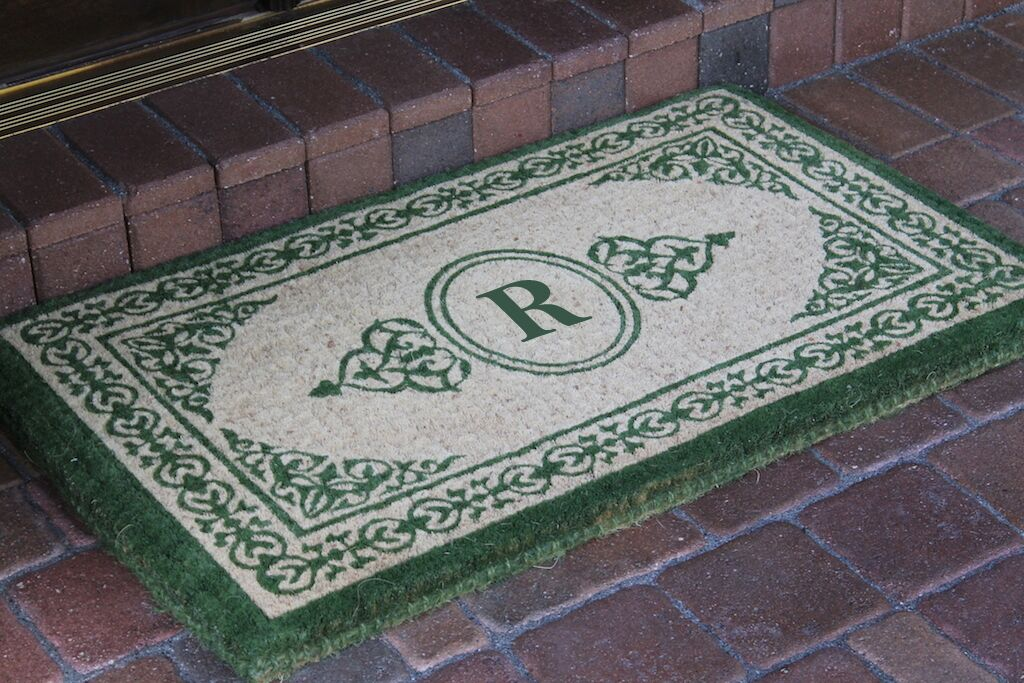 Filigree Decorative Border Monogrammed Doormat Letter: R