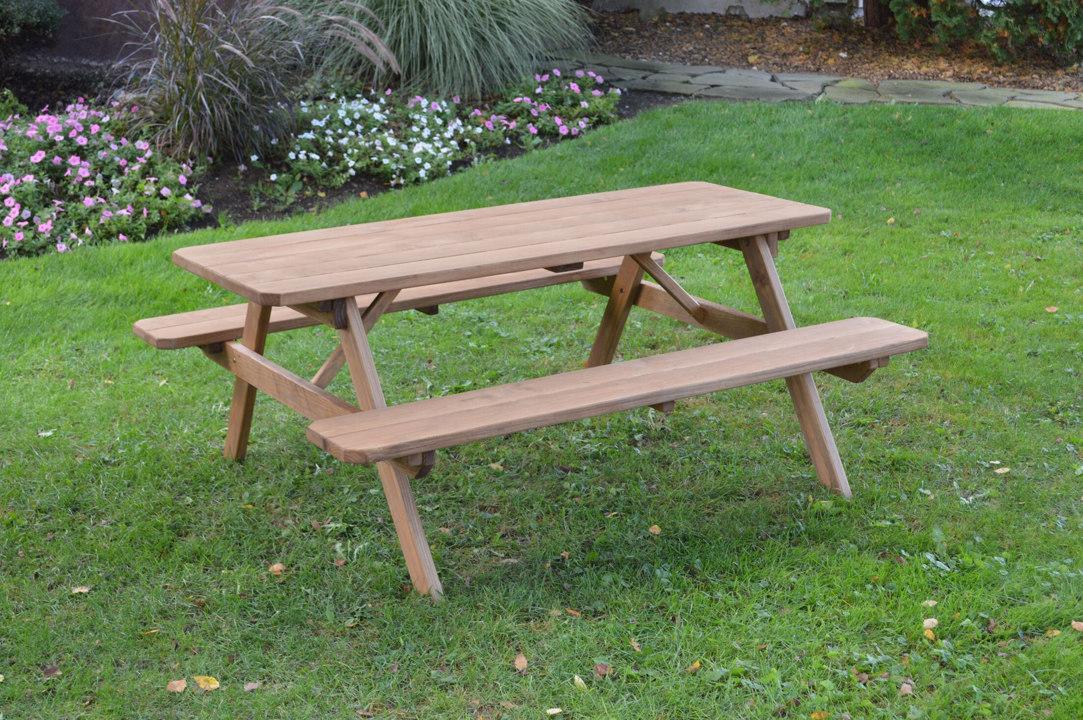 Gattilier Pine Picnic Table Finish: Oak Stain