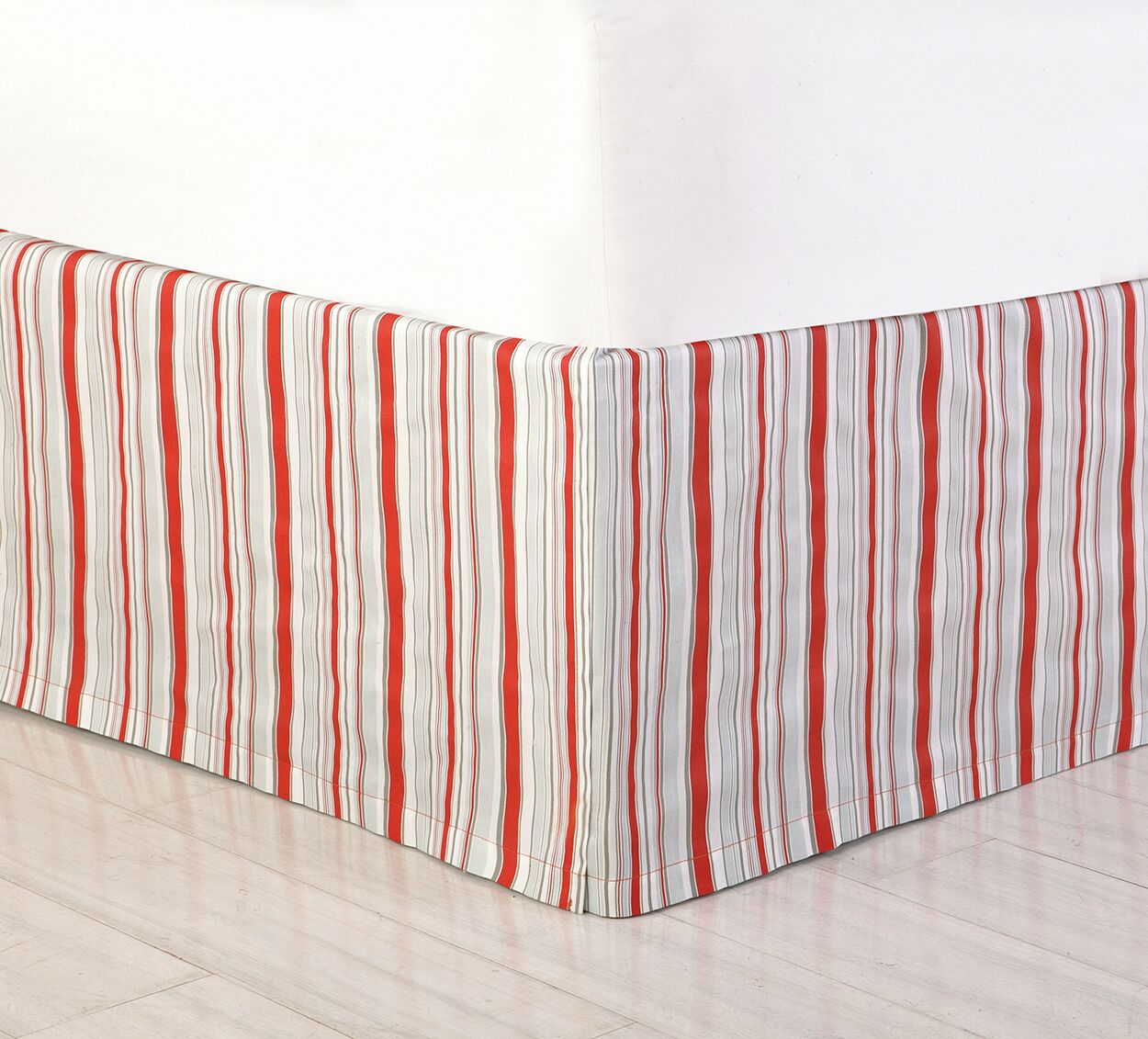 Jacobean Bed Skirt Color: Red, Size: King