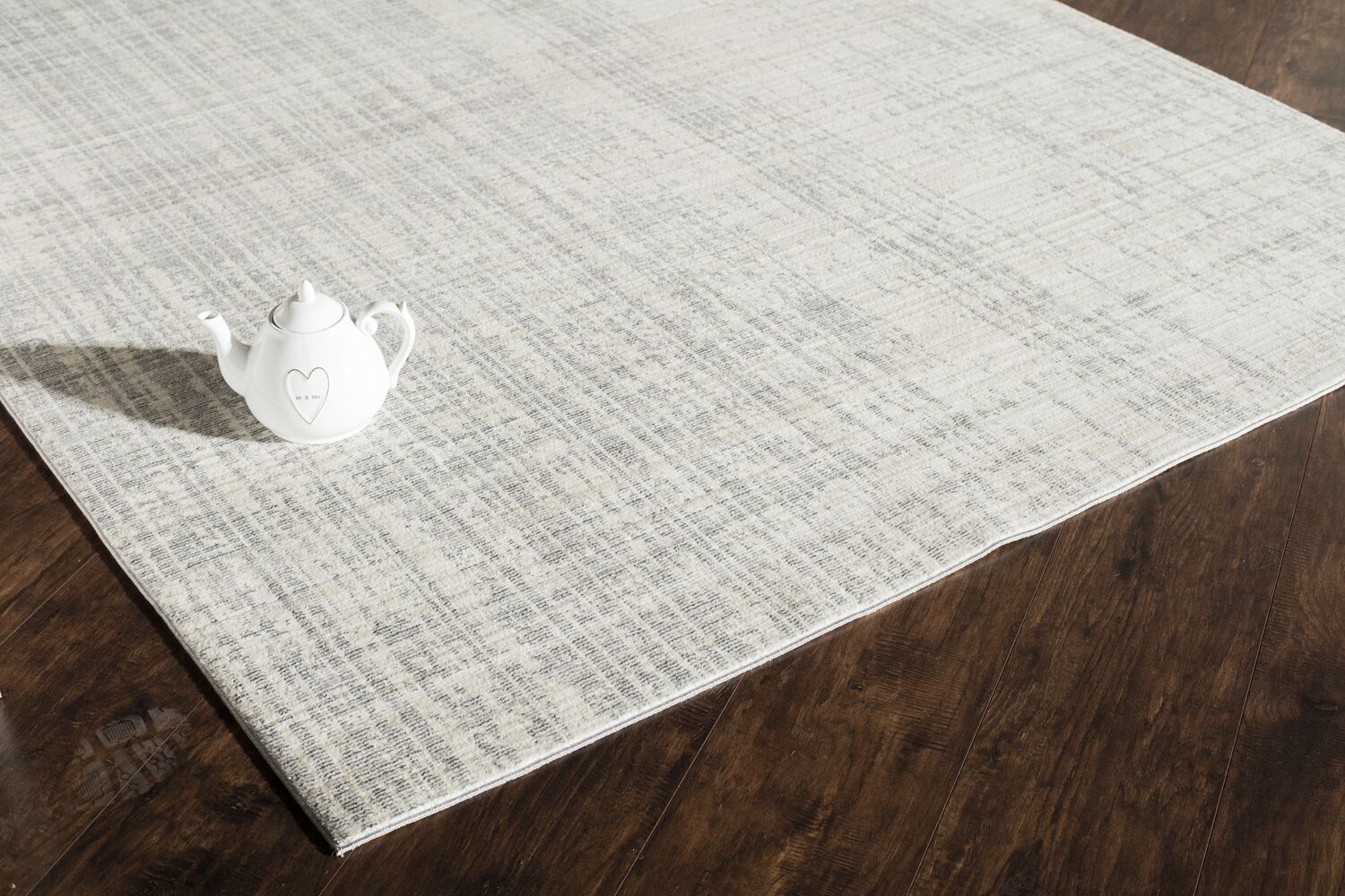 Asteria Phoebe Champagne Ivory/Gray Area Rug Size: 5' x 8'