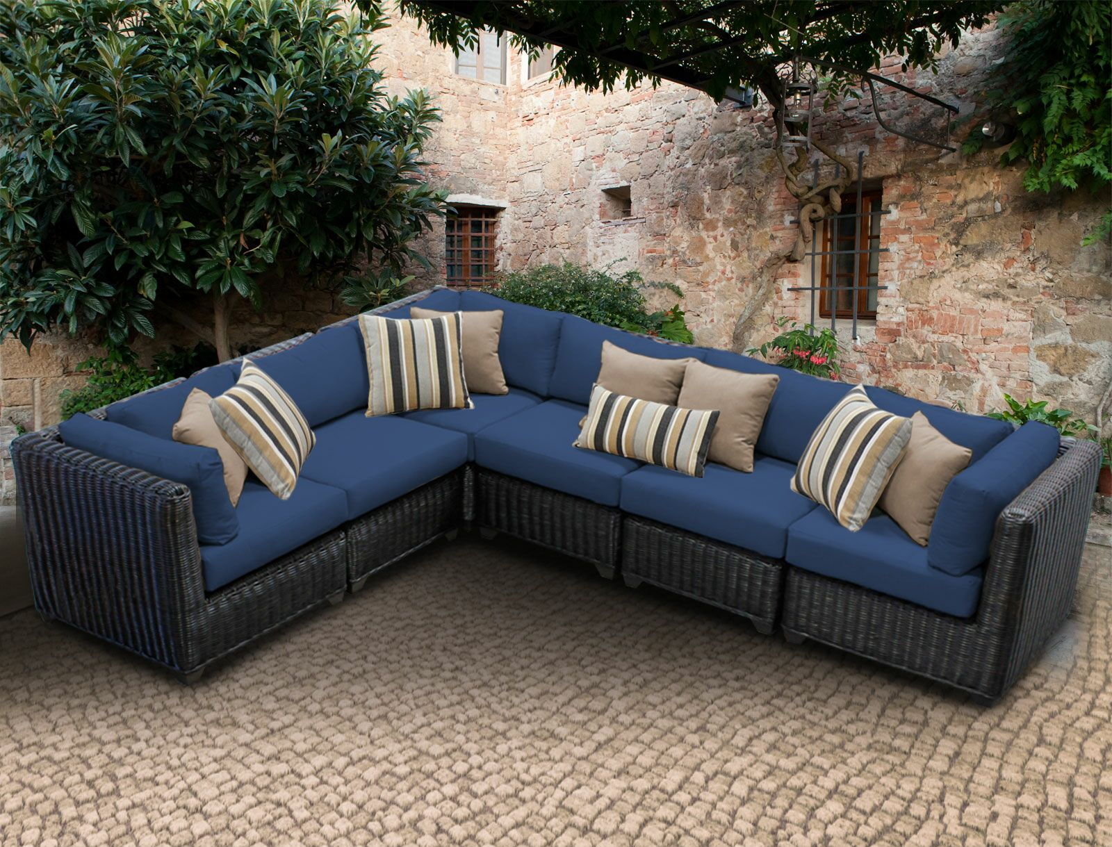 Eldredge Sofa With Cushions Color: Navy