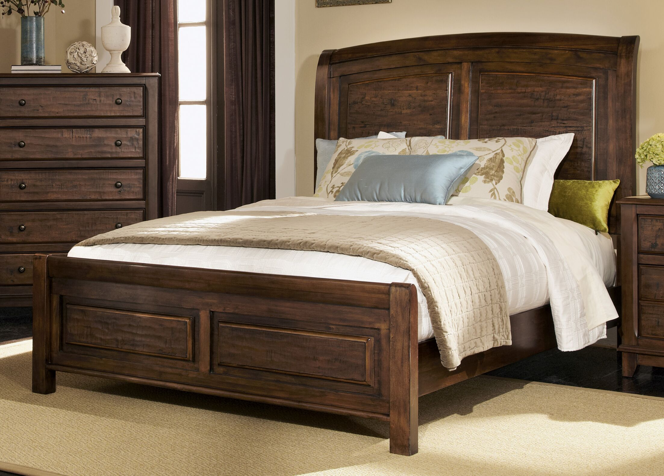 Momea Panel Bed Size: Queen