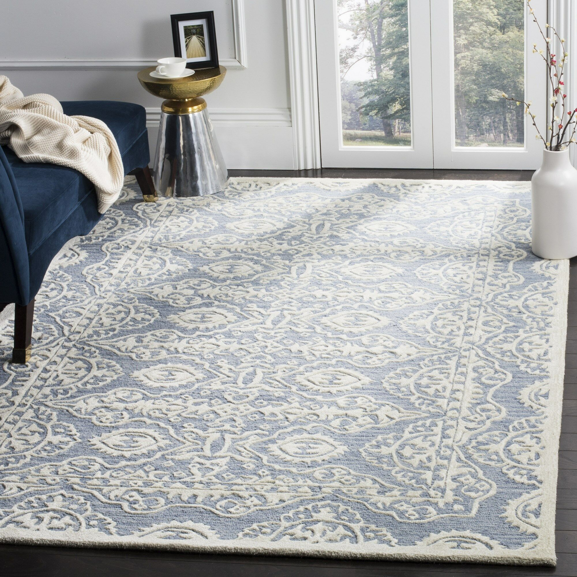 Amundson Hand-Tufted Blue/Ivory Area Rug Rug Size: Rectangle 6' x 9'