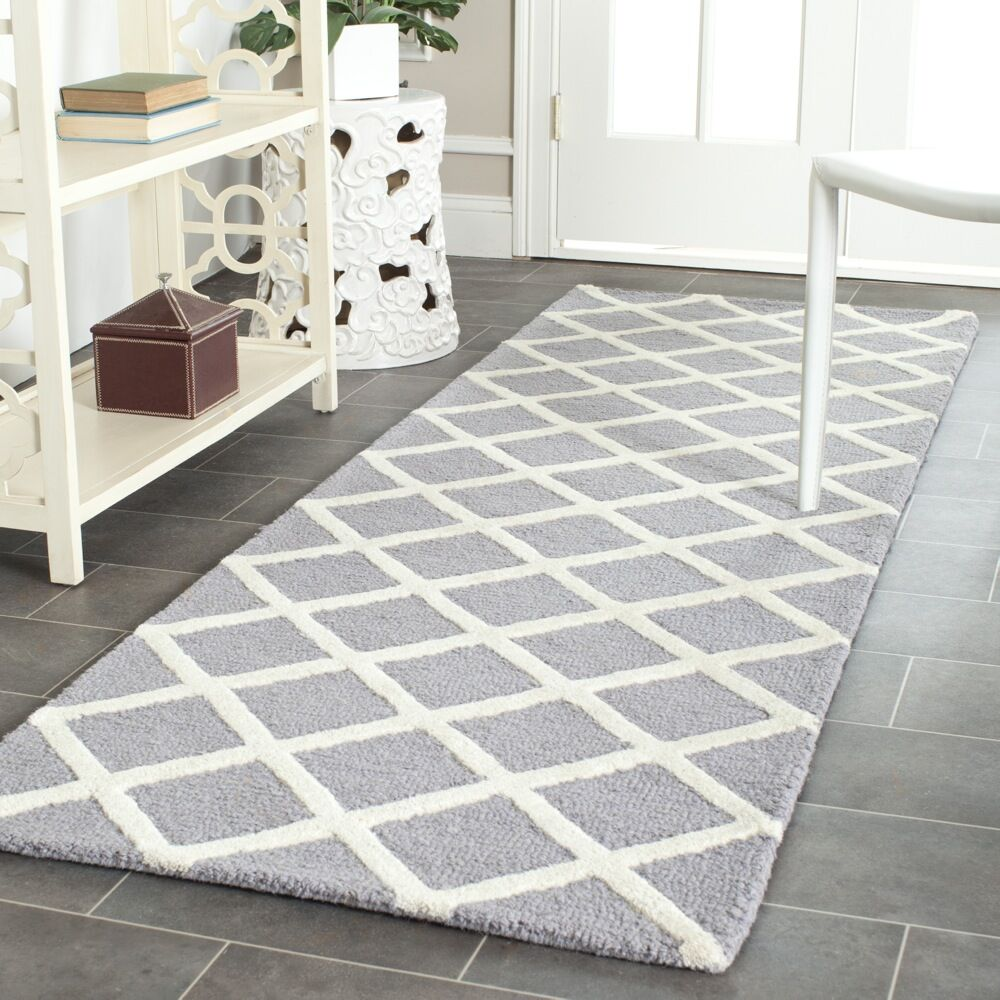 Martins Hand-Tufted Silver/Ivory Area Rug Rug Size: Runner 2'6