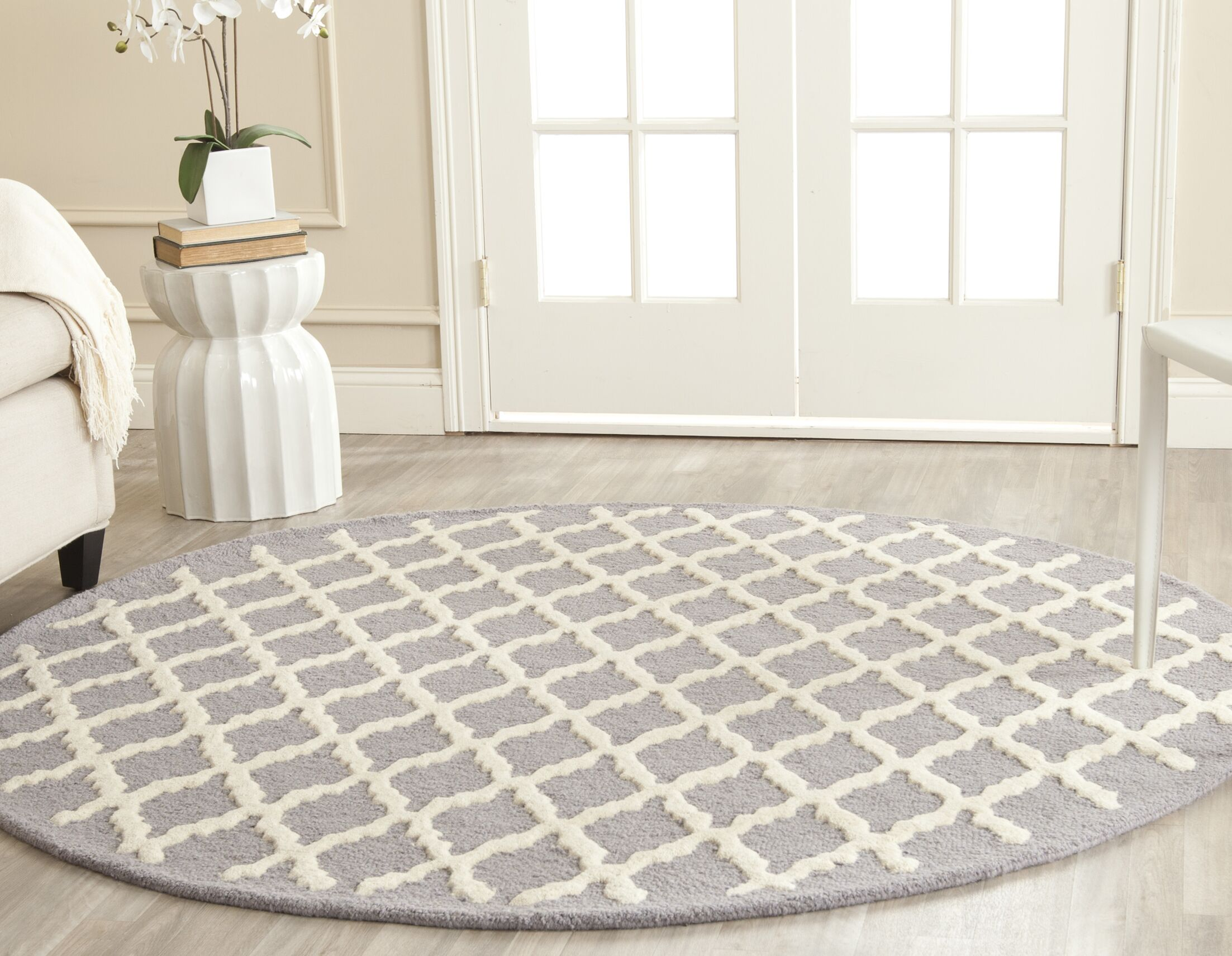 Charlenne Hand-Tufted Wool Silver/Ivory Area Rug Rug Size: Round 6'