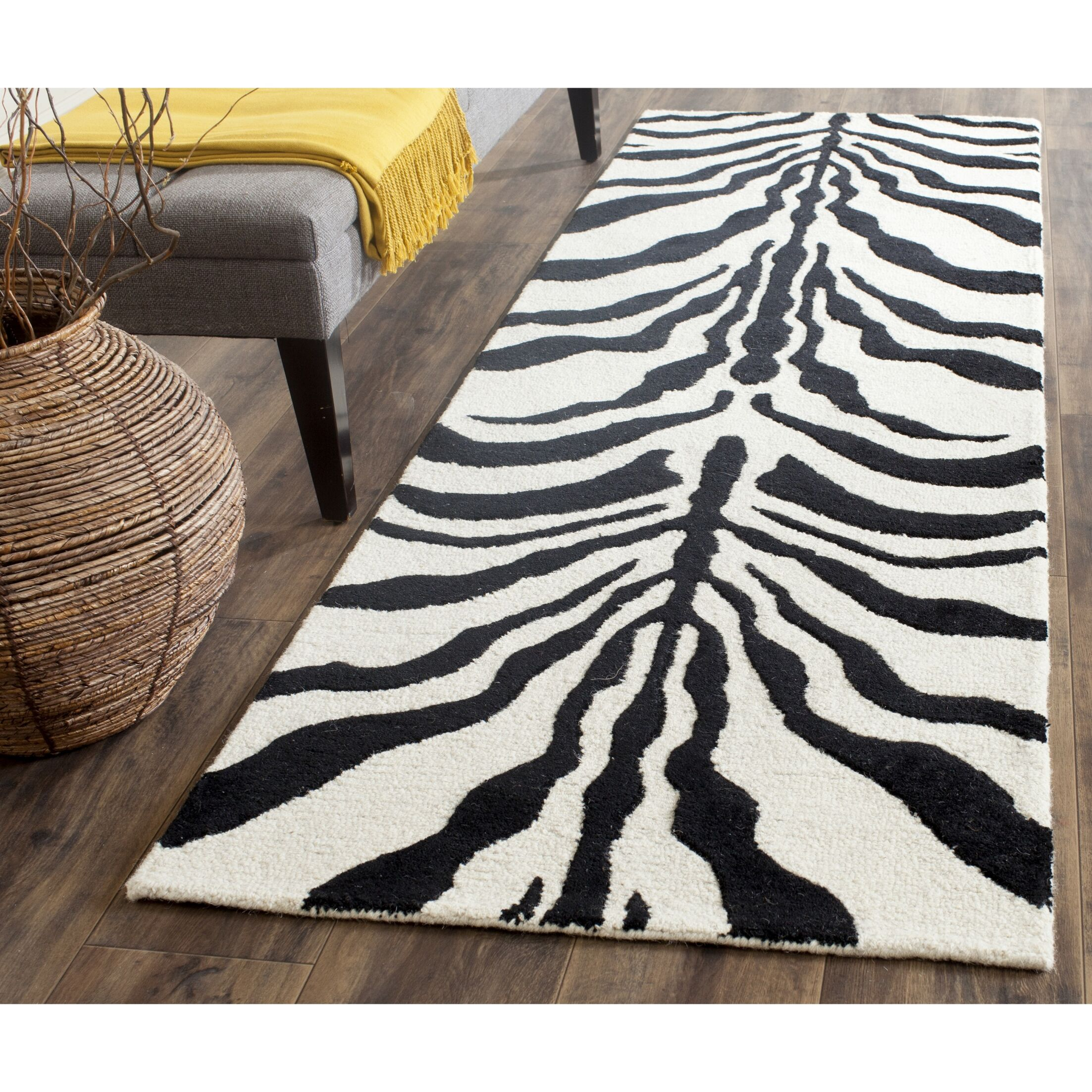 Roloff Hand-Tufted Wool Ivory/Black Area Rug Rug Size: Runner 2'6