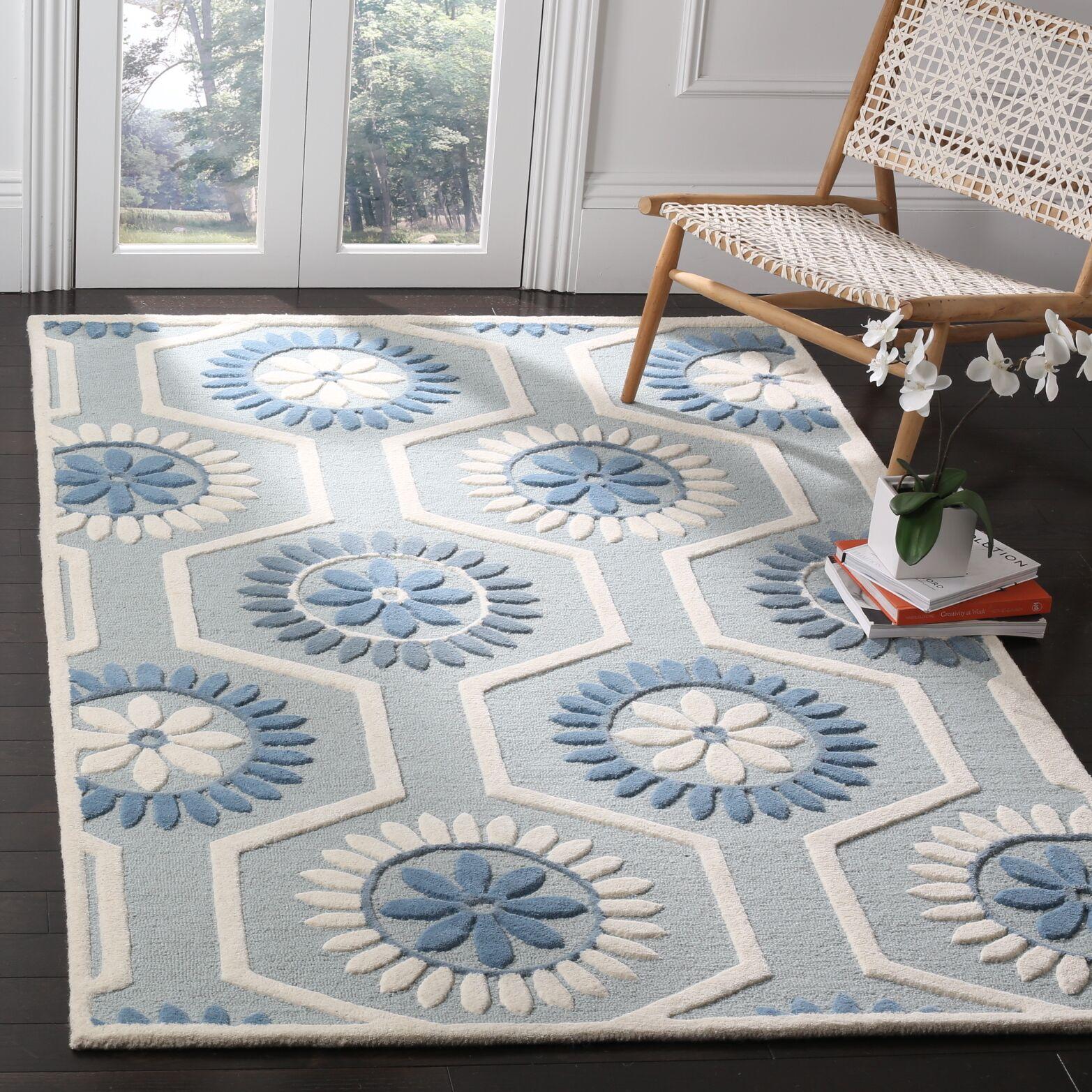 Martins Hand-Tufted Blue/Ivory Area Rug Rug Size: Rectangle 4' x 6'