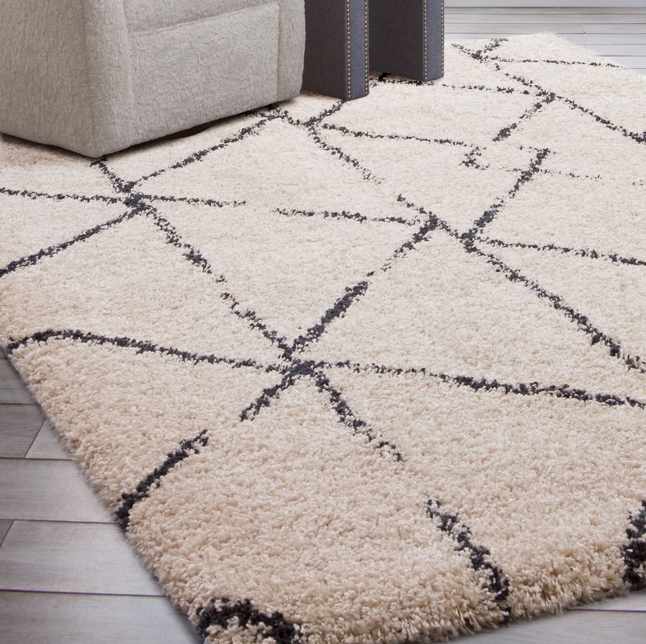 Tefft Shag/Flokati Synthetic Ivory/Blue Indoor Area Rug Rug Size: Rectangle 5' x 8'